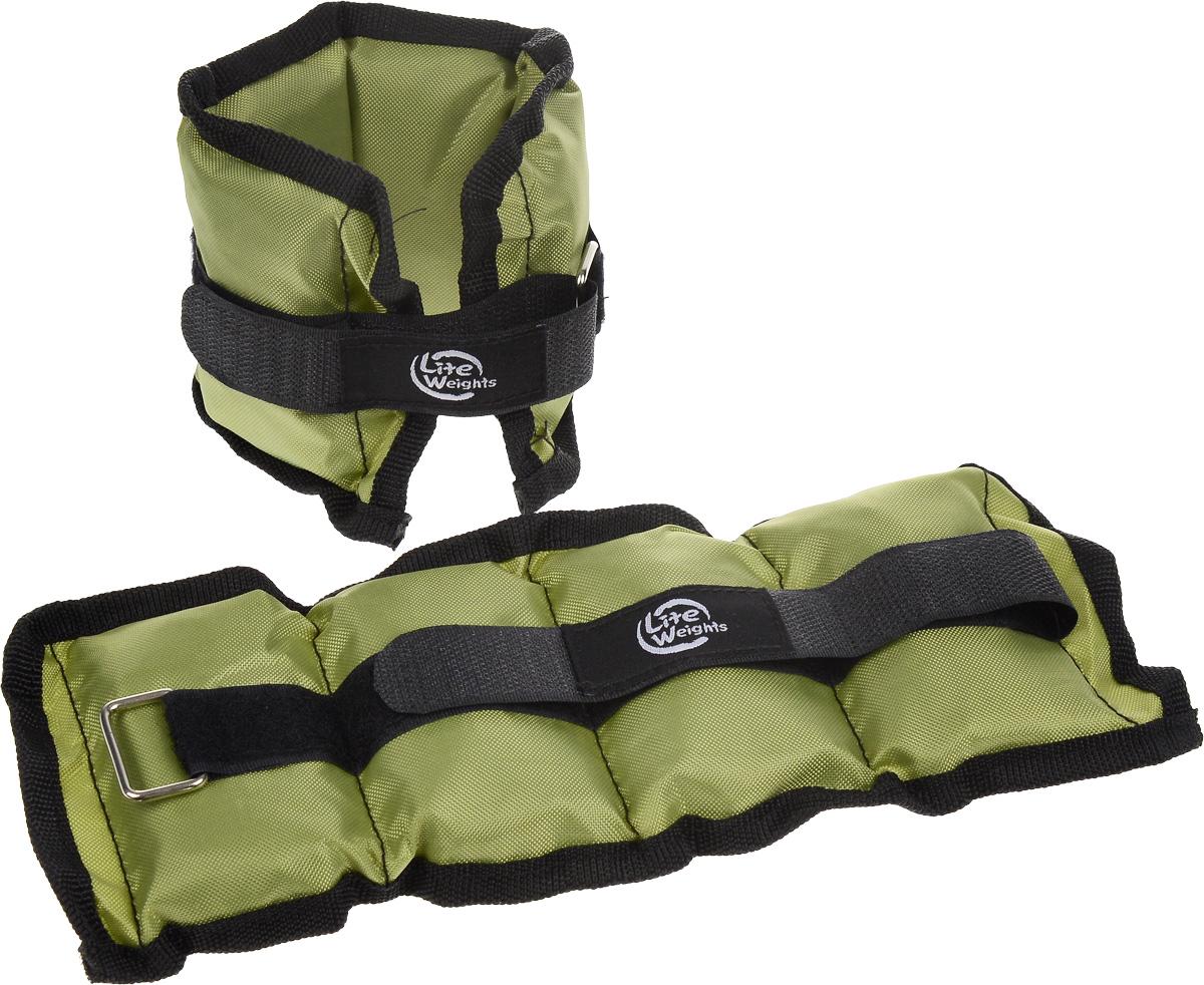 Утяжелители Lite Weights для рук и ног, цвет: зеленый, черный, 0,5 кг, 2 шт5861WCБезразмерные утяжелители Lite Weights легко фиксируются при помощи крепежного ремешка на липучке. Они изготовлены из нейлона и наполнены металлической стружкой. Идеальны в использовании при беге трусцой, занятиях аэробикой, оздоровительной гимнастикой и фитнесом. Мягкий материал надежно облегает, давая вместе с тем ощущение свободы рукам - у вас отпадает необходимость держать гантели или гири для создания усилий во время тренировок. Утяжелители имеют компактный размер и не займут много места при хранении и переноске. Удобный современный дизайн, приятное цветовое оформление и качество самих утяжелителей будут несомненно радовать вас во время тренировок! Вес каждого утяжелителя: 0,5 кг. Длина утяжелителя: 25 см. Ширина утяжелителя: 10 см. Толщина утяжелителя: 2,5 см.