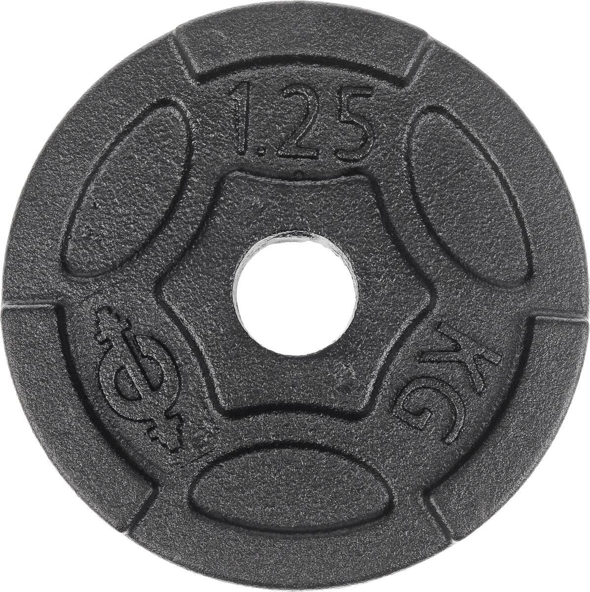 Диск чугунный Euro-Classic, 1,25 кг, посадочный диаметр 26 ммES-0243Идеальная геометрия и ровная поверхность диска Euro-Classic достигается путем применения самого современного оборудования, полностью исключающего механическую обработку изделий. Он выполнен из прочного чугуна с покрытием из порошковой краской. Захваты для рук позволяют без труда поднимать диски с пола. Диаметр диска: 12,8 см. Посадочный диаметр: 26 мм. Вес диска: 1,25 кг. Толщина диска: 2 см.