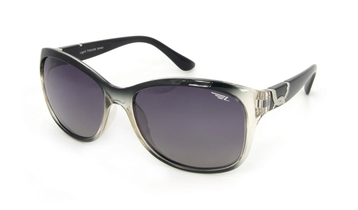 Очки женские поляризационные Legna, цвет: серый, черный. S8505AFM-849-TRСтильные солнцезащитные очки Legna сделают приятной прогулку в жаркий солнечный полдень. Их также по достоинству оценят водители, так как эта модель очков оснащена уникальными поляризационными линзами, которые задерживают раздражающие блики, что гарантирует полный зрительный комфорт и, как результат, повышенную безопасность. Высокоэффективный встроенный УФ фильтр обеспечивает совершенную защиту от вредных ультрафиолетовых лучейКроме того, это эффектный аксессуар, который наверняка станет «изюминкой» вашего индивидуального стиля. Оправа не только красивая, но и прочная, а линзы со временем не покроются мелкими царапинами. Чистка и обслуживание:Вымыть теплой водой, вытереть мягкой сухой салфеткой. Условия хранения: в футляре при нормальных климатических условиях.Предупреждение:Не использовать в солярии, не смотреть на прямые солнечные лучи, не использовать при управлении автомобилем в сумерках и ночью.