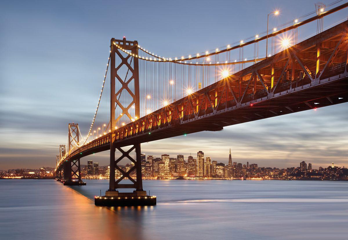 Фотообои Komar Мост Сан-Франциско, 3,68 х 2,54 м8-733Бумажные фотообои известного бренда Komar позволят создать неповторимый облик помещения, в котором они размещены. Фотообои наносятся на стены тем же способом, что и обычные обои. Благодаря превосходной печати и высококачественной основе такие обои будут радовать вас долгое время. Фотообои снова вошли в нашу жизнь, став модным направлением декорирования интерьера. Выбрав правильную фактуру и сюжет изображения можно добиться невероятного эффекта живого присутствия. Ширина рулона: 3,68 м. Высота полотна: 2,54 м. Клей в комплекте.