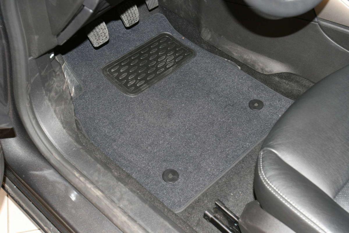 Набор автомобильных ковриков Novline-Autofamily для Opel Astra J 5D 2009-, хэтчбек, в салон, 5 штNLT.37.23.11.110khНабор автомобильных ковриков Novline-Autofamily, изготовленный из текстиля, состоит из 5 ковриков, которые учитывают все особенности каждой модели автомобиля и полностью повторяют контуры пола. Текстильные автомобильные коврики для салона произведены из высококачественного материала, который держит форму, прочный и не пачкает обувь. Коврики в салон не только улучшат внешний вид салона вашего автомобиля, но и надежно уберегут его от пыли, грязи и сырости, а значит, защитят кузов от коррозии. Текстильные коврики для автомобиля мягкие и приятные, а их основа из вспененного полиуретана не пропускает влагу. Ковры для автомобилей надежно крепятся на полу и не скользят, что очень важно во время движения. Чистятся коврики очень просто: как при помощи автомобильного пылесоса, так и различными моющими средствами. Набор подходит для Opel Astra J 5D хэтчбек с 2009 года выпуска.