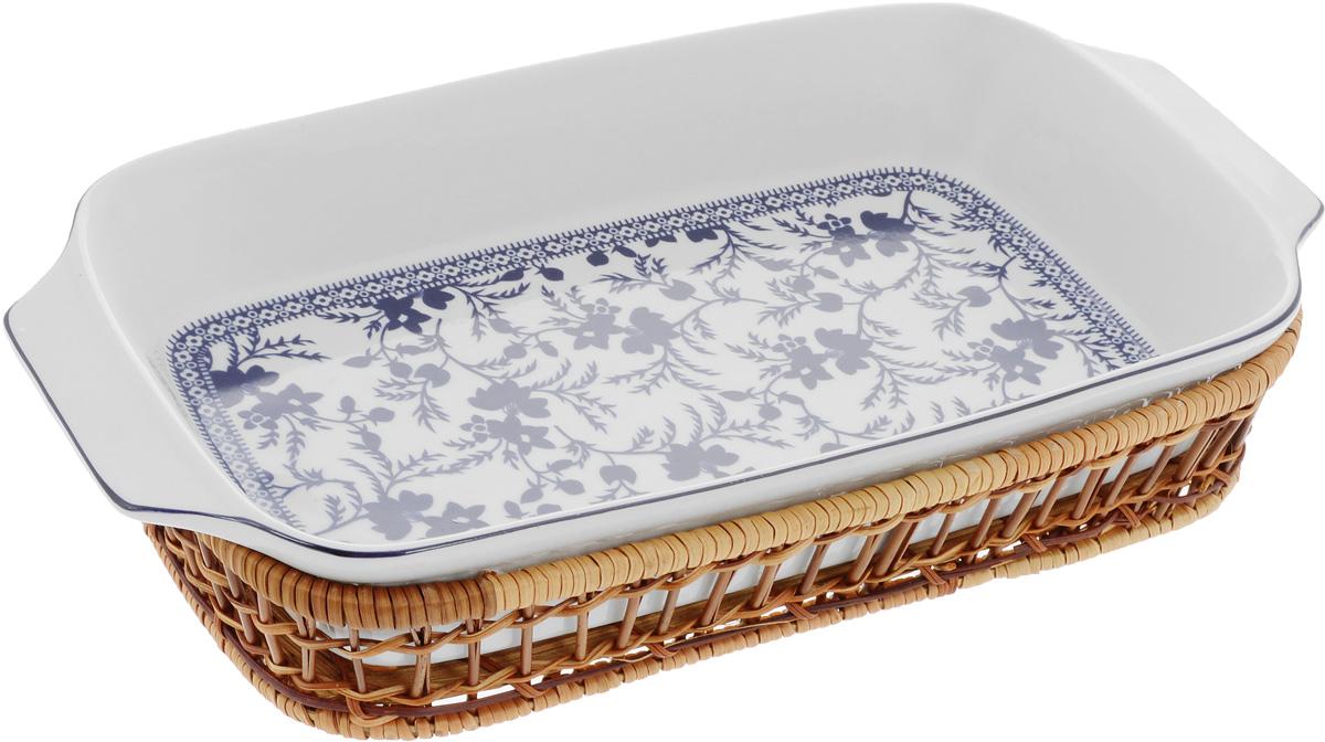 Форма для запекания Mayer & Boch Узор, прямоугольная, с корзиной, 35,5 х 18 х 5 см24803Прямоугольная форма Mayer & Boch Узор, выполненная из высококачественного фарфора белого цвета, оформлена красочным изображением цветочных узоров. Плетеная из ротанга корзина, в которую вставляется форма, послужит красивой и оригинальной подставкой. Фарфоровая посуда выдерживает высокие перепады температуры, поэтому ее можно использовать в духовке, микроволновой печи, а также для хранения пищи в холодильнике. Можно мыть в посудомоечной машине. Форма для запекания Mayer & Boch Узор прекрасно подойдет для приготовления овощей, мяса и других блюд, а оригинальный дизайн и яркое оформление украсят ваш стол. Размер формы (с учетом ручек): 35,5 х 18 х 5 см. Размер корзинки: 32 х 19,6 х 5,7 см.