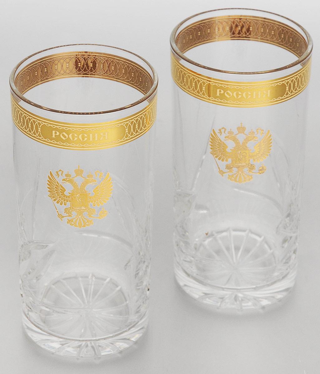 Подарочный набор хрустальных стаканов для коктейлей Герб РФ, 330 мл, 2 штVT-1520(SR)Набор Герб РФ состоит из 2 стаканов, выполненных из прочного высококачественного хрусталя. Стаканы, декорированные оригинальным золотистым орнаментом и надписью, украшены изображением герба Российской федерации. Изделия предназначены для подачи коктейлей и других напитков. Они излучают приятный блеск и издают мелодичный звон. Набор Герб РФ прекрасно оформит интерьер кабинета или гостиной и станет отличным дополнением бара. Такой набор также станет хорошим подарком на любой праздник, будь то Новый год, День рождения или профессиональное торжество. Нельзя мыть в посудомоечной машине и использовать в микроволновой печи. Диаметр (по верхнему краю): 7 см.Диаметр основания: 6 см.Высота: 14 см.