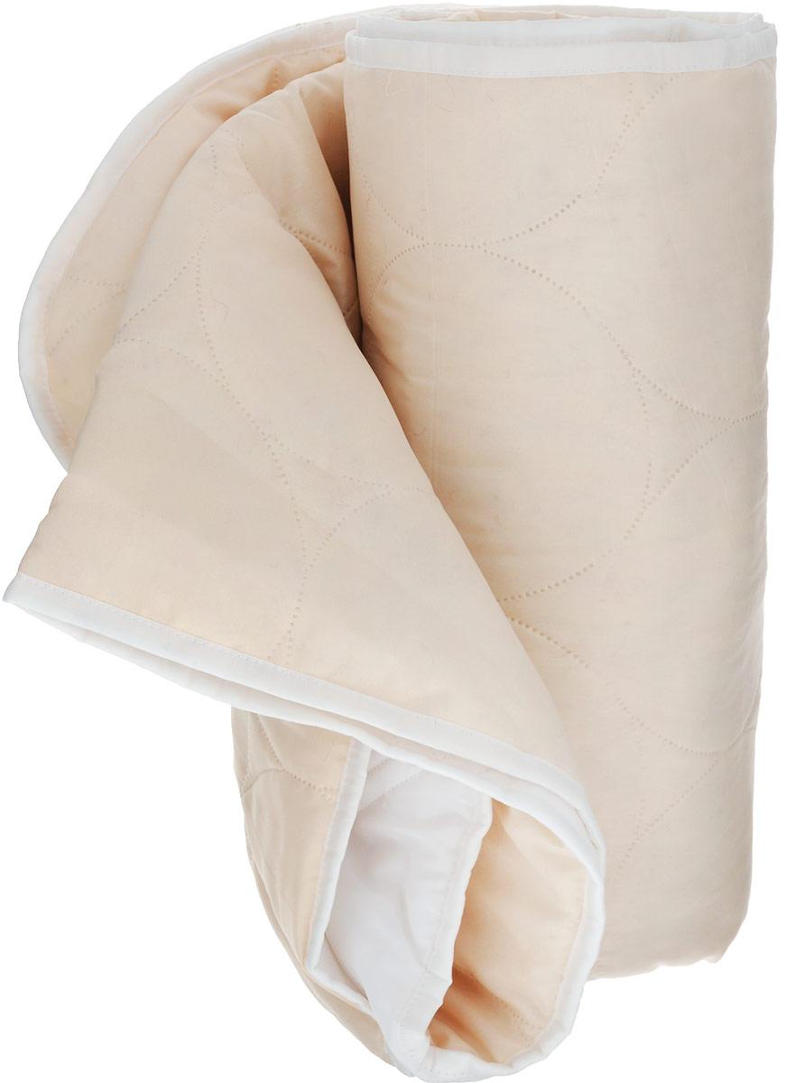 Одеяло Подушкино Зима-лето, наполнитель: волокно бамбука и шерсть верблюда, 200 х 220 см121910706Одеяло Подушкино Зима-лето размера евро подарит спокойный и комфорт сон в любое время года. Одеяло имеет двойной наполнитель. Зимняя сторона одеяла наполнена верблюжьей шерстью, которая давно оценена потребителями за исключительные достоинства: воздухонепроницаемость, косметический эффект, лечебные согревающие свойства. Летняя сторона одеяла - с волокном бамбука. Бамбук является природным антисептиком, обладающим уникальными бактерицидными и дезодорирующими свойствами. Пористая структура бамбукового волокна способствует процессу воздухообмена, сохраняет прохладу и регулирует теплообмен. Чехол выполнен из ткани нового поколения биософт, которая отличается нежной, шелковистой фактурой и высокой прочностью. Безниточная стежка надежно удерживает наполнитель внутри.