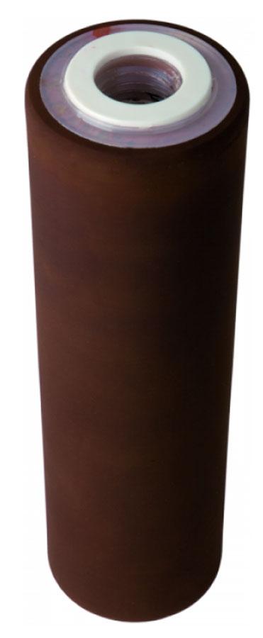 Картридж Арагон ЕЖ, для жесткой воды, 6-8 л/мин655.01Картридж Арагон ЕЖ подходит для корпусов евростандарта 10 SL и 20 SL. Фильтроматериал изготовлен по специальной технологии из уникального микропористого ионообменного полимера с бактериостатической добавкой серебра. Картридж предназначен для очистки холодной и горячей жесткой воды от железа и ржавчины, солей жесткости, тяжелых металлов и радионуклидов, хлора, бактерий, органических и хлорорганических соединений, мутности. Преимущества картриджа: - комплексная очистка воды одним картриджем, - квазиумягчение - полезная форма кальция и отсутствие накипи, - бактериостатический эффект - ионы серебра в составе картриджа блокируют размножение бактерий, - антисброс - все отфильтрованные примеси надежно задерживаются в структуре картриджа, - самоиндикация - если напор воды уменьшается, то это сигнал к замене картриджа, - регенерация - восстановление свойств картриджа в домашних условиях, - минерализация - насыщение воды полезными минералами (для мягкой воды).