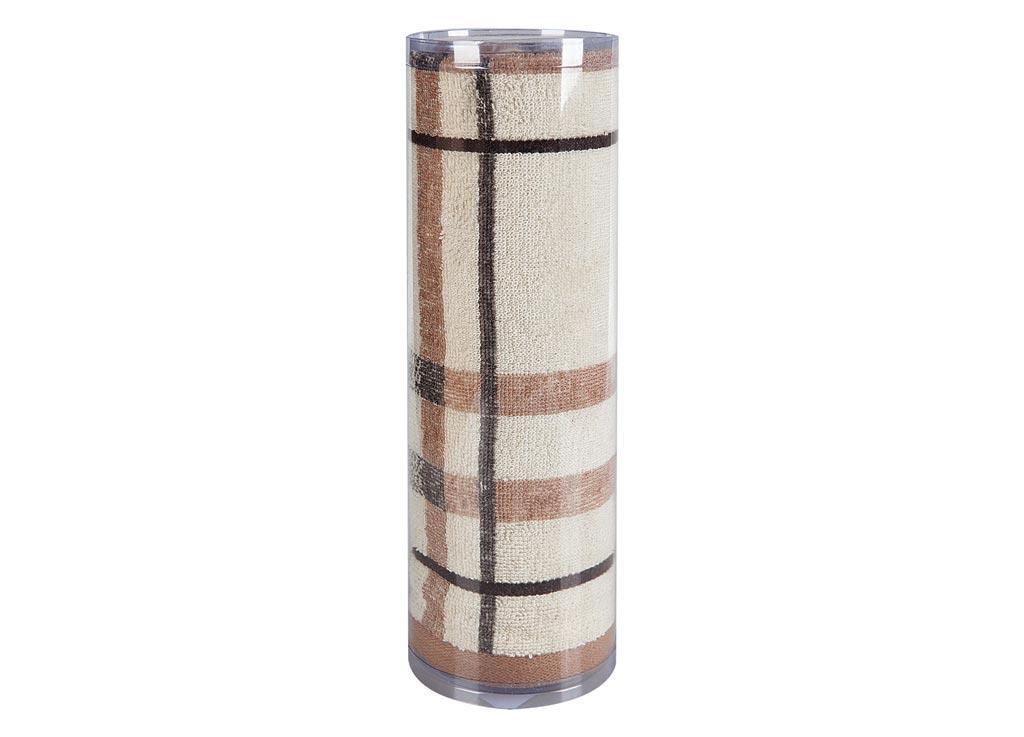 Полотенце махровое Soavita Омега, цвет: бежевый, 50 х 90 см82742Махровое полотно создается из хлопковых нитей, которые, в свою очередь, прядутся из множества хлопковых волокон. Чем длиннее эти волокна, тем прочнее будет нить, и, соответственно, изделие. Длина составляющих хлопковую нить волокон влияет и на фактуру получаемой ткани: чем они длиннее, тем мягче и пушистее получится махровое изделие, тем лучше будет впитывать изделие воду. Хотя на впитывающие качество махры – ее гигроскопичность, не в последнюю очередь влияет состав волокна. Мягкая махровая ткань отлично впитывает влагу и быстро сохнет. Soavita – это популярный бренд домашнего текстиля. Дизайнерская студия этой фирмы находится во Флоренции, Италия. Производство перенесено в Китай, чтобы сделать продукцию более доступной для покупателей. Таким образом, вы имеете возможность покупать продукцию европейского качества совсем не дорого. Домашний текстиль прослужит вам долго: все детали качественно прошиты, ткани очень плотные, рисунок наносится безопасными для здоровья красителями, не...