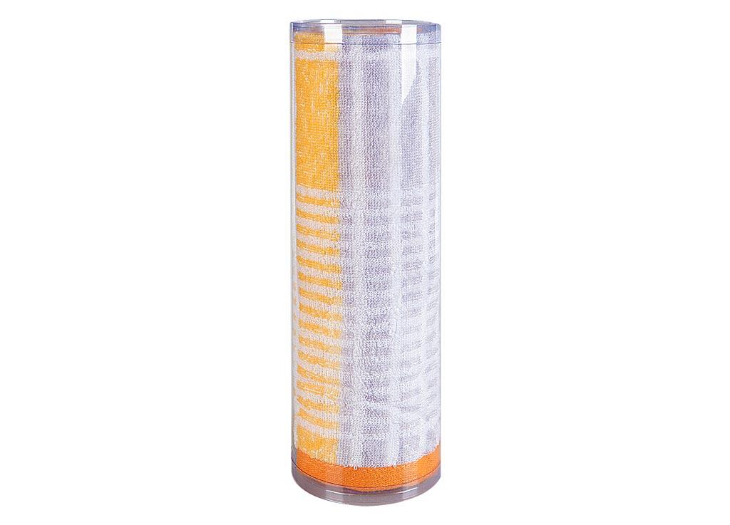 Полотенце махровое Soavita Твист, цвет: оранжевый, 50 х 90 см82744Махровое полотно создается из хлопковых нитей, которые, в свою очередь, прядутся из множества хлопковых волокон. Чем длиннее эти волокна, тем прочнее будет нить, и, соответственно, изделие. Длина составляющих хлопковую нить волокон влияет и на фактуру получаемой ткани: чем они длиннее, тем мягче и пушистее получится махровое изделие, тем лучше будет впитывать изделие воду. Хотя на впитывающие качество махры – ее гигроскопичность, не в последнюю очередь влияет состав волокна. Мягкая махровая ткань отлично впитывает влагу и быстро сохнет. Soavita – это популярный бренд домашнего текстиля. Дизайнерская студия этой фирмы находится во Флоренции, Италия. Производство перенесено в Китай, чтобы сделать продукцию более доступной для покупателей. Таким образом, вы имеете возможность покупать продукцию европейского качества совсем не дорого. Домашний текстиль прослужит вам долго: все детали качественно прошиты, ткани очень плотные, рисунок наносится безопасными для здоровья красителями, не...