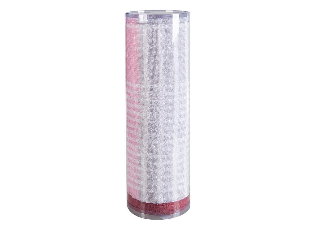 Полотенце махровое Soavita Твист, 50 х 90 см68/5/2Махровое полотно создается из хлопковых нитей, которые, в свою очередь, прядутся из множества хлопковых волокон. Чем длиннее эти волокна, тем прочнее будет нить, и, соответственно, изделие. Длина составляющих хлопковую нить волокон влияет и на фактуру получаемой ткани: чем они длиннее, тем мягче и пушистее получится махровое изделие, тем лучше будет впитывать изделие воду. Хотя на впитывающие качество махры – ее гигроскопичность, не в последнюю очередь влияет состав волокна. Мягкая махровая ткань отлично впитывает влагу и быстро сохнет. Soavita – это популярный бренд домашнего текстиля. Дизайнерская студия этой фирмы находится во Флоренции, Италия. Производство перенесено в Китай, чтобы сделать продукцию более доступной для покупателей. Таким образом, вы имеете возможность покупать продукцию европейского качества совсем не дорого. Домашний текстиль прослужит вам долго: все детали качественно прошиты, ткани очень плотные, рисунок наносится безопасными для здоровья красителями, не линяет и держится много лет. Все изделия упакованы в подарочные упаковки.