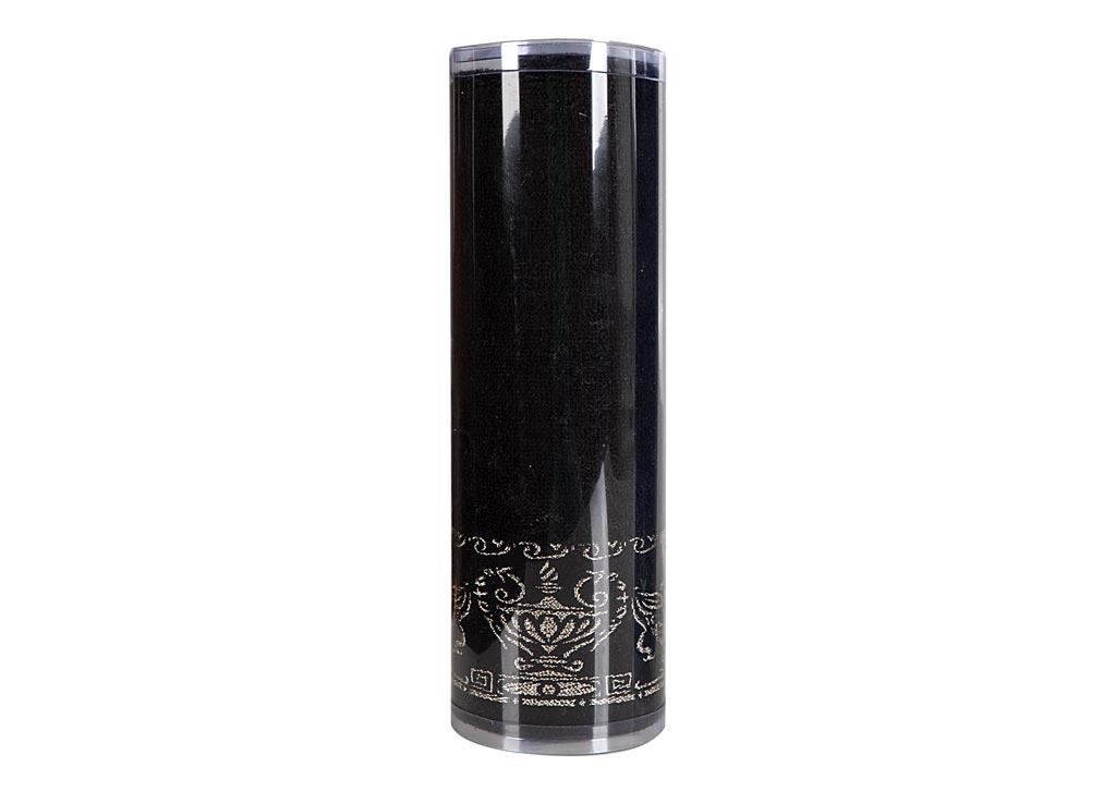 Полотенце махровое Soavita Амфора, цвет: черный, 45 х 80 см. 8275082750Махровое полотно создается из хлопковых нитей, которые, в свою очередь, прядутся из множества хлопковых волокон. Чем длиннее эти волокна, тем прочнее будет нить, и, соответственно, изделие. Длина составляющих хлопковую нить волокон влияет и на фактуру получаемой ткани: чем они длиннее, тем мягче и пушистее получится махровое изделие, тем лучше будет впитывать изделие воду. Хотя на впитывающие качество махры – ее гигроскопичность, не в последнюю очередь влияет состав волокна. Мягкая махровая ткань отлично впитывает влагу и быстро сохнет. Soavita – это популярный бренд домашнего текстиля. Дизайнерская студия этой фирмы находится во Флоренции, Италия. Производство перенесено в Китай, чтобы сделать продукцию более доступной для покупателей. Таким образом, вы имеете возможность покупать продукцию европейского качества совсем не дорого. Домашний текстиль прослужит вам долго: все детали качественно прошиты, ткани очень плотные, рисунок наносится безопасными для здоровья красителями, не...