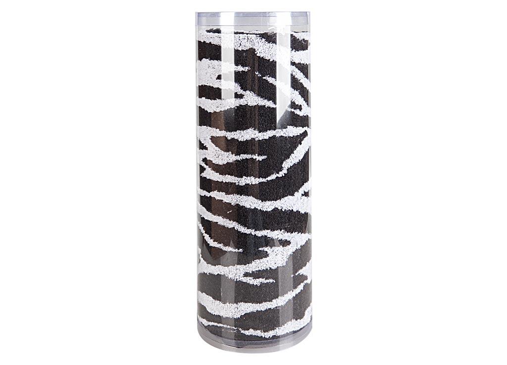 Полотенце махровое Soavita Зебра, 65 х 130 см82975Махровое полотно создается из хлопковых нитей, которые, в свою очередь, прядутся из множества хлопковых волокон. Чем длиннее эти волокна, тем прочнее будет нить, и, соответственно, изделие. Длина составляющих хлопковую нить волокон влияет и на фактуру получаемой ткани: чем они длиннее, тем мягче и пушистее получится махровое изделие, тем лучше будет впитывать изделие воду. Хотя на впитывающие качество махры – ее гигроскопичность, не в последнюю очередь влияет состав волокна. Мягкая махровая ткань отлично впитывает влагу и быстро сохнет. Soavita – это популярный бренд домашнего текстиля. Дизайнерская студия этой фирмы находится во Флоренции, Италия. Производство перенесено в Китай, чтобы сделать продукцию более доступной для покупателей. Таким образом, вы имеете возможность покупать продукцию европейского качества совсем не дорого. Домашний текстиль прослужит вам долго: все детали качественно прошиты, ткани очень плотные, рисунок наносится безопасными для здоровья красителями, не...
