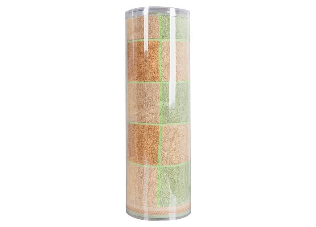 Полотенце махровое Soavita Презент, цвет: бежевый, 70 х 140 см82981Махровое полотно создается из хлопковых нитей, которые, в свою очередь, прядутся из множества хлопковых волокон. Чем длиннее эти волокна, тем прочнее будет нить, и, соответственно, изделие. Длина составляющих хлопковую нить волокон влияет и на фактуру получаемой ткани: чем они длиннее, тем мягче и пушистее получится махровое изделие, тем лучше будет впитывать изделие воду. Хотя на впитывающие качество махры – ее гигроскопичность, не в последнюю очередь влияет состав волокна. Мягкая махровая ткань отлично впитывает влагу и быстро сохнет. Soavita – это популярный бренд домашнего текстиля. Дизайнерская студия этой фирмы находится во Флоренции, Италия. Производство перенесено в Китай, чтобы сделать продукцию более доступной для покупателей. Таким образом, вы имеете возможность покупать продукцию европейского качества совсем не дорого. Домашний текстиль прослужит вам долго: все детали качественно прошиты, ткани очень плотные, рисунок наносится безопасными для здоровья красителями, не...