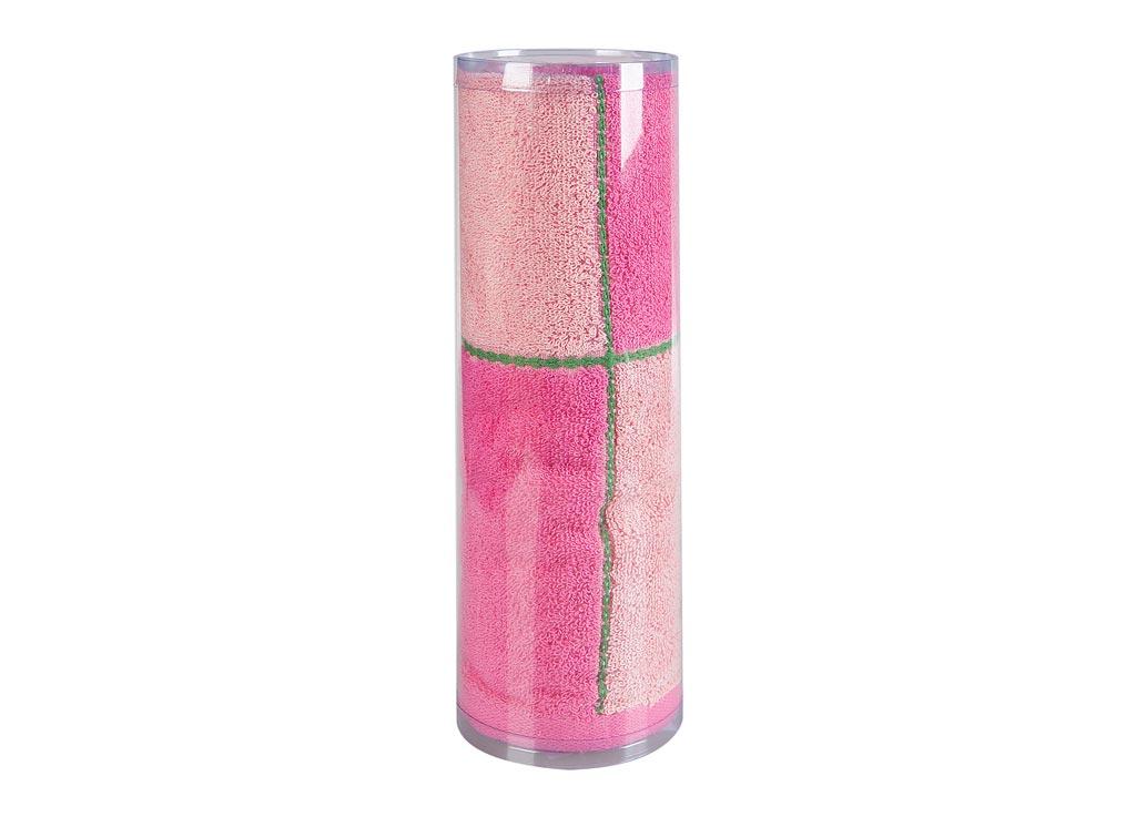 Полотенце махровое Soavita Азия, цвет: розовый, 45 х 90 см83014Махровое полотно создается из хлопковых нитей, которые, в свою очередь, прядутся из множества хлопковых волокон. Чем длиннее эти волокна, тем прочнее будет нить, и, соответственно, изделие. Длина составляющих хлопковую нить волокон влияет и на фактуру получаемой ткани: чем они длиннее, тем мягче и пушистее получится махровое изделие, тем лучше будет впитывать изделие воду. Хотя на впитывающие качество махры – ее гигроскопичность, не в последнюю очередь влияет состав волокна. Мягкая махровая ткань отлично впитывает влагу и быстро сохнет. Soavita – это популярный бренд домашнего текстиля. Дизайнерская студия этой фирмы находится во Флоренции, Италия. Производство перенесено в Китай, чтобы сделать продукцию более доступной для покупателей. Таким образом, вы имеете возможность покупать продукцию европейского качества совсем не дорого. Домашний текстиль прослужит вам долго: все детали качественно прошиты, ткани очень плотные, рисунок наносится безопасными для здоровья красителями, не...
