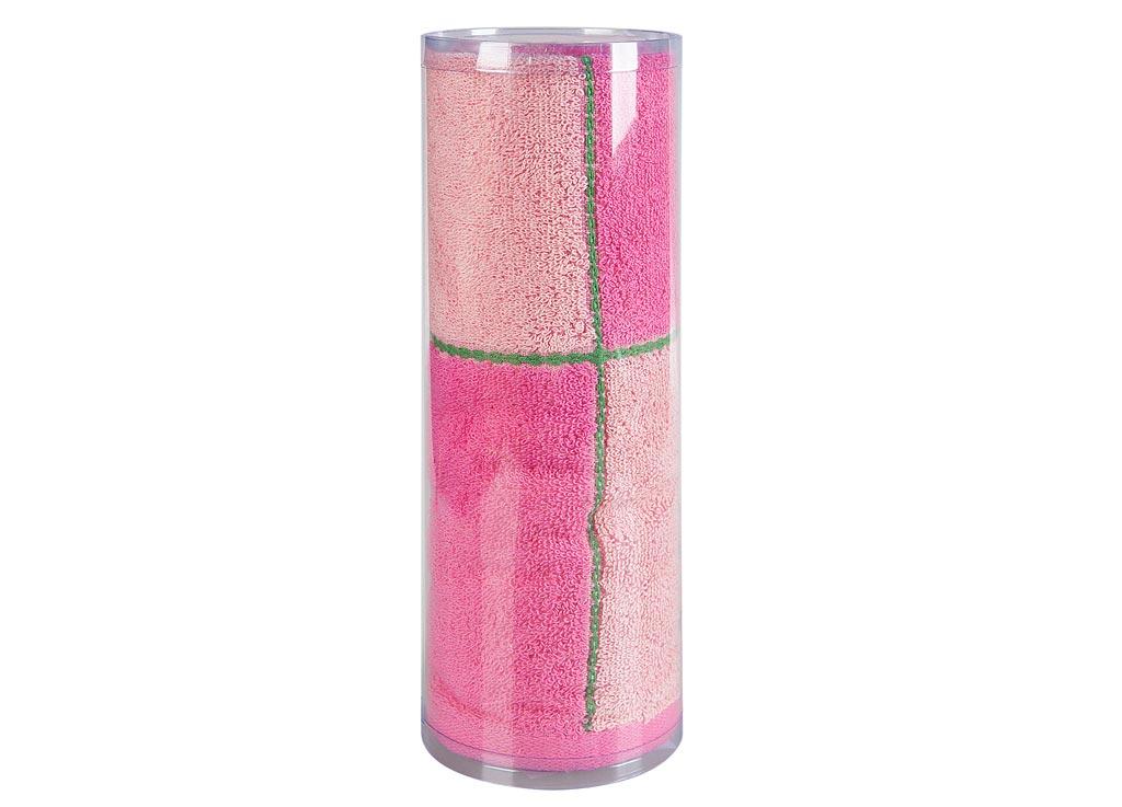 Полотенце махровое Soavita Азия, цвет: розовый, 65 х 135 см83016Махровое полотно создается из хлопковых нитей, которые, в свою очередь, прядутся из множества хлопковых волокон. Чем длиннее эти волокна, тем прочнее будет нить, и, соответственно, изделие. Длина составляющих хлопковую нить волокон влияет и на фактуру получаемой ткани: чем они длиннее, тем мягче и пушистее получится махровое изделие, тем лучше будет впитывать изделие воду. Хотя на впитывающие качество махры – ее гигроскопичность, не в последнюю очередь влияет состав волокна. Мягкая махровая ткань отлично впитывает влагу и быстро сохнет. Soavita – это популярный бренд домашнего текстиля. Дизайнерская студия этой фирмы находится во Флоренции, Италия. Производство перенесено в Китай, чтобы сделать продукцию более доступной для покупателей. Таким образом, вы имеете возможность покупать продукцию европейского качества совсем не дорого. Домашний текстиль прослужит вам долго: все детали качественно прошиты, ткани очень плотные, рисунок наносится безопасными для здоровья красителями, не...