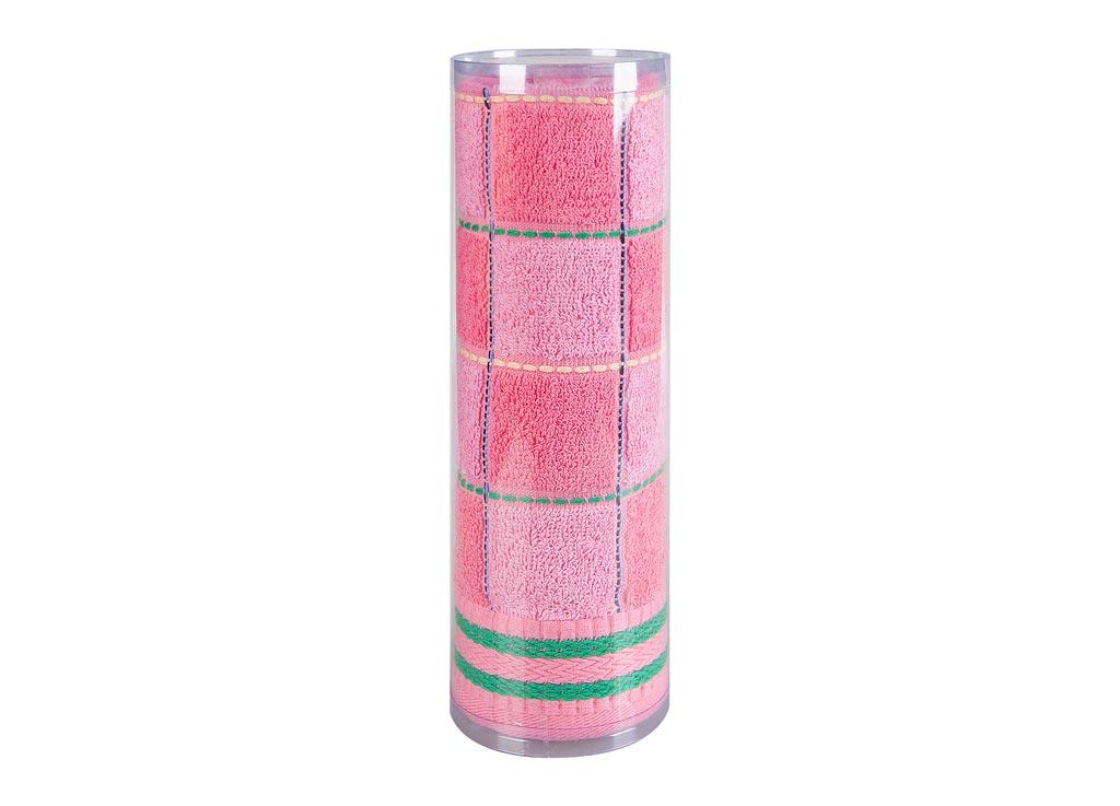 Полотенце махровое Soavita Шахматы, цвет: розовый, 45 х 90 см12245Махровое полотно создается из хлопковых нитей, которые, в свою очередь, прядутся из множества хлопковых волокон. Чем длиннее эти волокна, тем прочнее будет нить, и, соответственно, изделие. Длина составляющих хлопковую нить волокон влияет и на фактуру получаемой ткани: чем они длиннее, тем мягче и пушистее получится махровое изделие, тем лучше будет впитывать изделие воду. Хотя на впитывающие качество махры – ее гигроскопичность, не в последнюю очередь влияет состав волокна. Мягкая махровая ткань отлично впитывает влагу и быстро сохнет. Soavita – это популярный бренд домашнего текстиля. Дизайнерская студия этой фирмы находится во Флоренции, Италия. Производство перенесено в Китай, чтобы сделать продукцию более доступной для покупателей. Таким образом, вы имеете возможность покупать продукцию европейского качества совсем не дорого. Домашний текстиль прослужит вам долго: все детали качественно прошиты, ткани очень плотные, рисунок наносится безопасными для здоровья красителями, не линяет и держится много лет. Все изделия упакованы в подарочные упаковки.