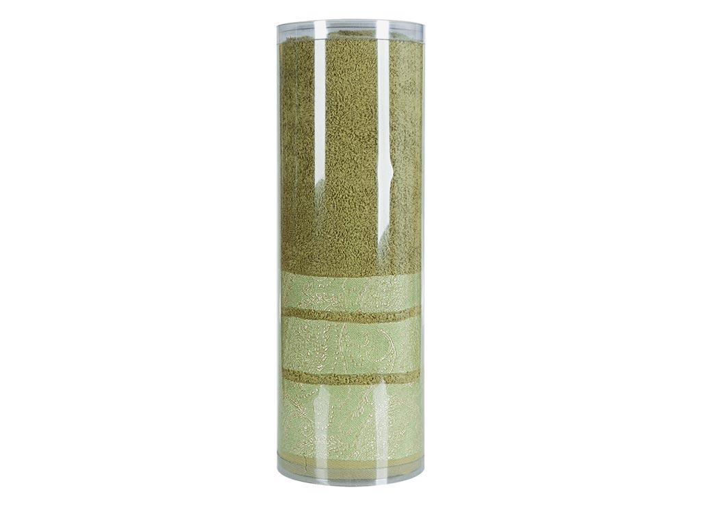 Полотенце махровое Soavita Eo, цвет: зеленый, 70 х 140 см83071Махровое полотно создается из хлопковых нитей, которые, в свою очередь, прядутся из множества хлопковых волокон. Чем длиннее эти волокна, тем прочнее будет нить, и, соответственно, изделие. Длина составляющих хлопковую нить волокон влияет и на фактуру получаемой ткани: чем они длиннее, тем мягче и пушистее получится махровое изделие, тем лучше будет впитывать изделие воду. Хотя на впитывающие качество махры – ее гигроскопичность, не в последнюю очередь влияет состав волокна. Мягкая махровая ткань отлично впитывает влагу и быстро сохнет. Soavita – это популярный бренд домашнего текстиля. Дизайнерская студия этой фирмы находится во Флоренции, Италия. Производство перенесено в Китай, чтобы сделать продукцию более доступной для покупателей. Таким образом, вы имеете возможность покупать продукцию европейского качества совсем не дорого. Домашний текстиль прослужит вам долго: все детали качественно прошиты, ткани очень плотные, рисунок наносится безопасными для здоровья красителями, не...