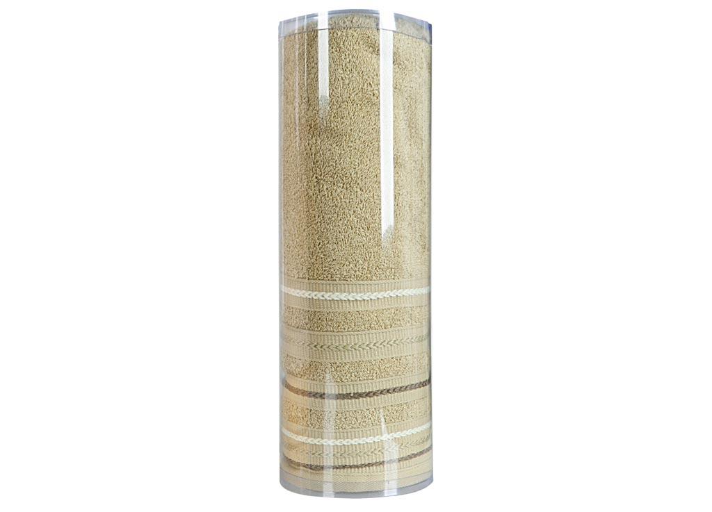 Полотенце махровое Soavita Eo. Элит, цвет: зеленый, 70 х 140 смKOC_SOL249_G4Махровое полотно создается из хлопковых нитей, которые, в свою очередь, прядутся из множества хлопковых волокон. Чем длиннее эти волокна, тем прочнее будет нить, и, соответственно, изделие. Длина составляющих хлопковую нить волокон влияет и на фактуру получаемой ткани: чем они длиннее, тем мягче и пушистее получится махровое изделие, тем лучше будет впитывать изделие воду. Хотя на впитывающие качество махры – ее гигроскопичность, не в последнюю очередь влияет состав волокна. Мягкая махровая ткань отлично впитывает влагу и быстро сохнет. Soavita – это популярный бренд домашнего текстиля. Дизайнерская студия этой фирмы находится во Флоренции, Италия. Производство перенесено в Китай, чтобы сделать продукцию более доступной для покупателей. Таким образом, вы имеете возможность покупать продукцию европейского качества совсем не дорого. Домашний текстиль прослужит вам долго: все детали качественно прошиты, ткани очень плотные, рисунок наносится безопасными для здоровья красителями, не линяет и держится много лет. Все изделия упакованы в подарочные упаковки.