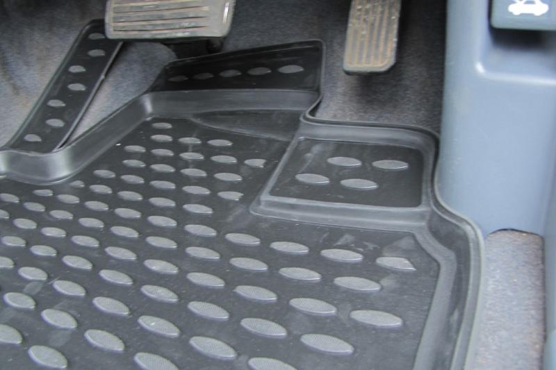 Коврики в салон HONDA Odyssey RA6 JDM 12/1999-09/2003, П.Р., 3 ряда, 5 шт. (полиуретан)NLC.18.20.210kКоврики в салон не только улучшат внешний вид салона вашего автомобиля, но и надежно уберегут его от пыли, грязи и сырости, а значит, защитят кузов от коррозии. Полиуретановые коврики для автомобиля гладкие, приятные и не пропускают влагу. Автомобильные коврики в салон учитывают все особенности каждой модели и полностью повторяют контуры пола. Благодаря этому их не нужно будет подгибать или обрезать. И самое главное — они не будут мешать педалям. Полиуретановые автомобильные коврики для салона произведены из высококачественного материала, который держит форму и не пачкает обувь. К тому же, этот материал очень прочный (его, к примеру, не получится проткнуть каблуком). Некоторые автоковрики становятся источником неприятного запаха в автомобиле. С полиуретановыми ковриками Novline вы можете этого не бояться. Ковры для автомобилей надежно крепятся на полу и не скользят, что очень важно во время движения, особенно для водителя. Автоковры из полиуретана надежно удерживают грязь и влагу, при...