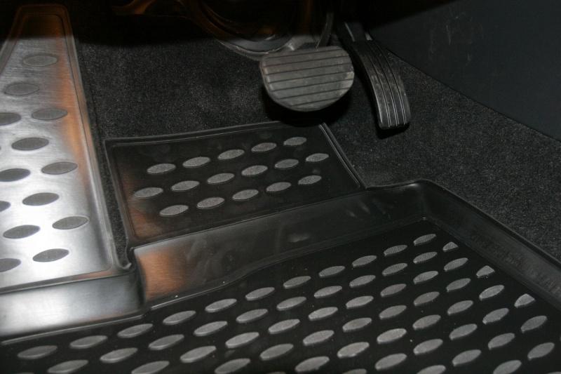 Набор автомобильных ковриков Novline-Autofamily для Renault Latitude 10/2010-, в салон, 4 штNLC.41.26.210kНабор автомобильных ковриков Novline-Autofamily, изготовленный из полиуретана, состоит из 4 ковриков, которые учитывают все особенности каждой модели автомобиля и полностью повторяют контуры пола. Полиуретановые автомобильные коврики для салона произведены из высококачественного материала, который держит форму, прочный и не пачкает обувь. Коврики в салон не только улучшат внешний вид салона вашего автомобиля, но и надежно уберегут его от пыли, грязи и сырости, а значит, защитят кузов от коррозии. Полиуретановые коврики для автомобиля гладкие, приятные и не пропускают влагу. Ковры для автомобилей надежно крепятся на полу и не скользят, что очень важно во время движения. Чистятся коврики очень просто: как при помощи автомобильного пылесоса, так и различными моющими средствами. Набор подходит для Renault Latitude с октября 2010 года выпуска.