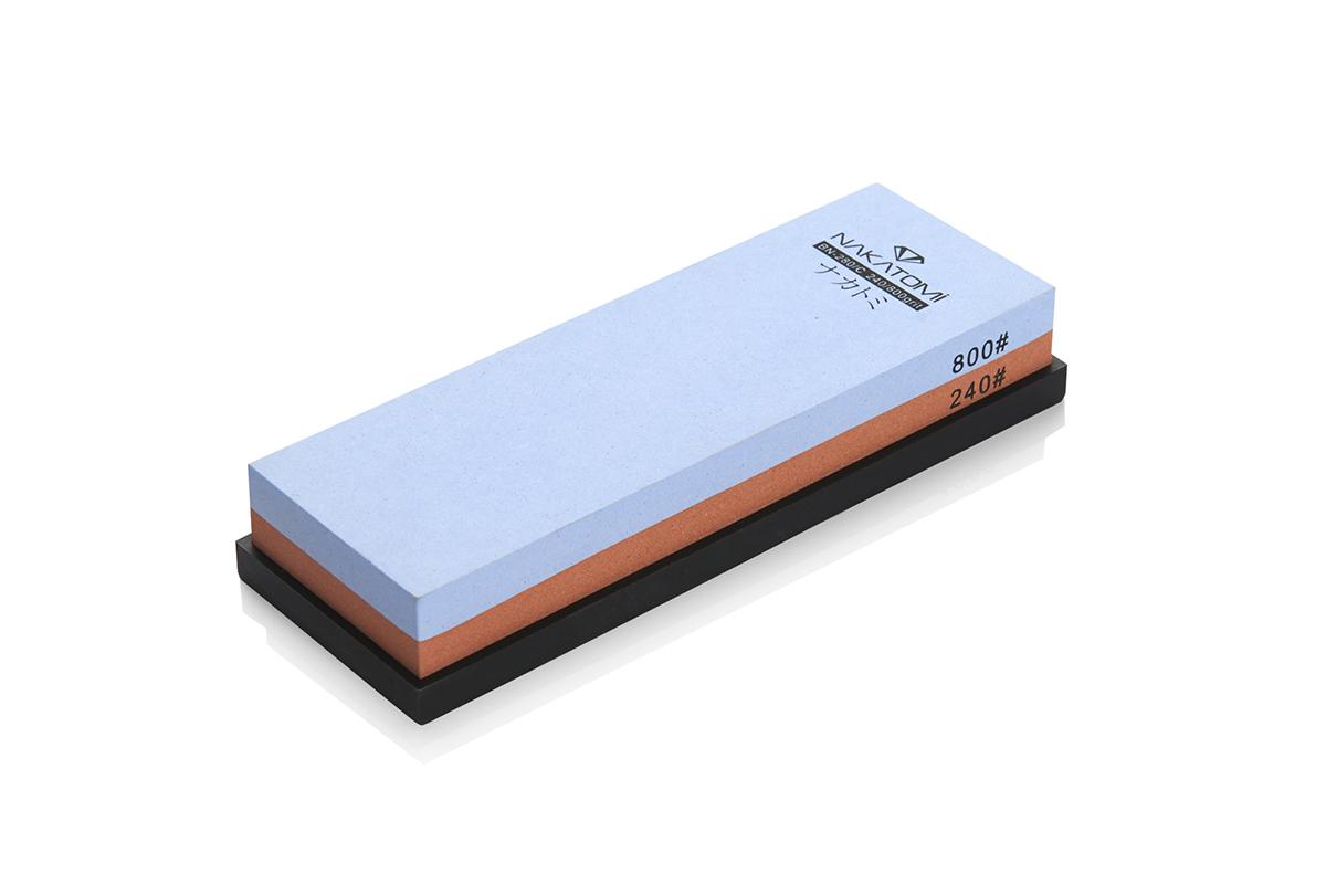Камень точильный Nakatomi водный комбинированный #240/#800 . BN 280/СBN 280/СПредназначен для правки и полировки режущей кромки кухонных ножей. Внимательно ознакомьтесь с инструкцией по эксплуатации! В комплектацию входит резиновая платформа (против скольжения). Водный комбинированный #240/#800