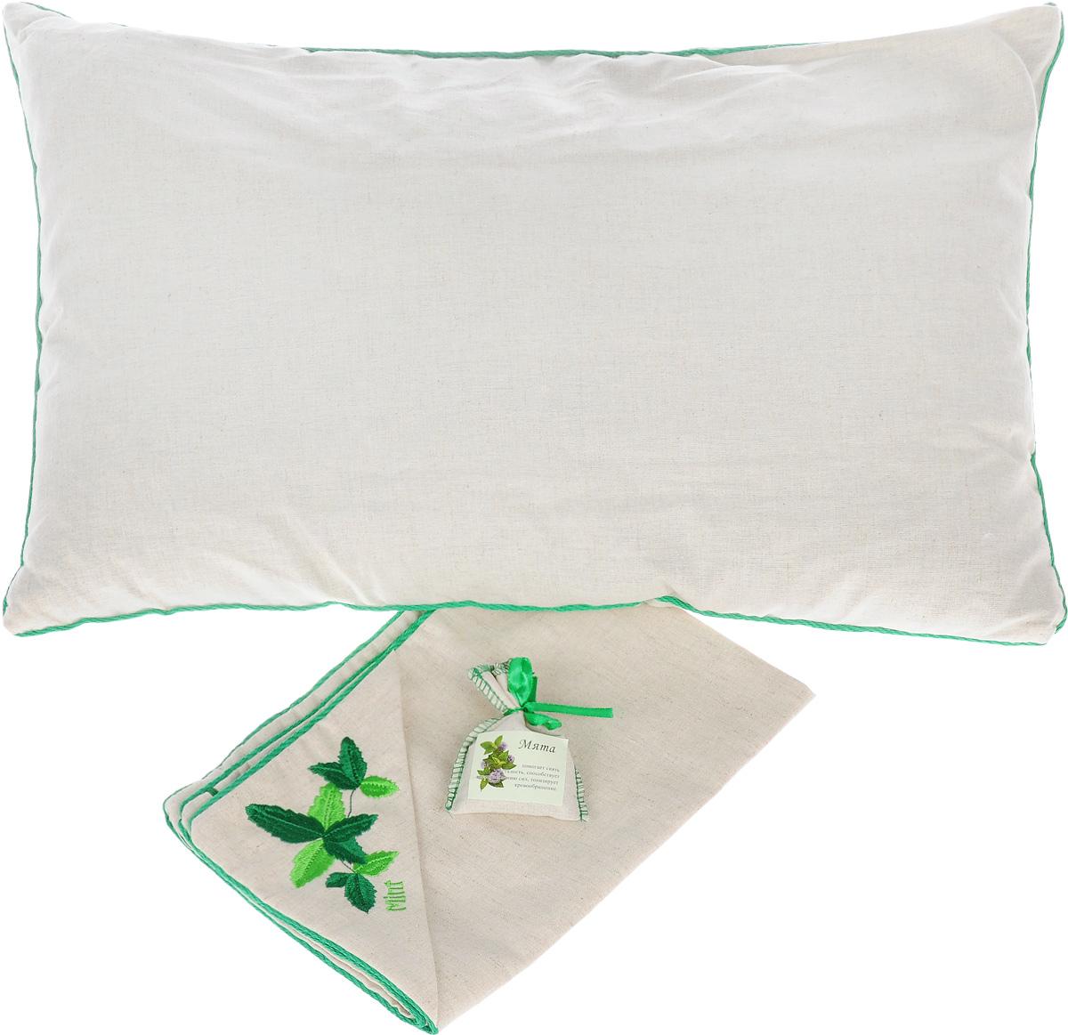 Подушка Smart Textile Традиция здоровья, с наволочкой, с мешочком мяты, 40 х 60 смUP210DFПодушка Smart Textile Традиция здоровья - идеальный подарок для любимого человека. Чехол и наволочка выполнены изо 100% льна, наволочка оформлена оригинальной вышивкой в виде мяты, окантована и застегивается на аккуратную молнию-застежку. В комплект входит миниатюрный льняной мешочек с мятой на атласной завязке-ленте. Тонкий аромат мяты принесет нотки природы в вашу спальню. Такой аромат был выбран не случайно. Во сне мы проводим значительную часть нашей жизни и именно от качества сна будет зависеть наше самочувствие и продуктивность нового дня. Поэтому особенно важно выбрать для себя постельные принадлежности, чтобы они были не только удобными, но и полезными. Мята богата ментолом (содержится в листьях растения), который помогает снять усталость, головную боль, тонизирует кровообращение, обладает антисептическими свойствами, благотворно влияет на иммунную систему, снижая риск простудных и вирусных заболеваний.Не случаен и выбор наполнителя для подушки – лепестки лузги гречихи. Это природный гипоаллергенный наполнитель, который очень часто используют для набивки подушек. Такой наполнитель полый, легкий, благодаря чему позволяет воздуху циркулировать внутри подушки, сохраняя комфортную температуру и не накапливает пыль, не вызывает аллергии. Сыпучесть придает подушке необходимое естественное положение головы и шеи, что делает ваш сон максимально комфортным и полезным. А благодаря своей трехгранной структуре лузга гречихи обеспечивает микромассаж головы и шеи во время сна. Вы проснетесь бодрым и свежим, открытым для нового дня. Кроме того лузга обладает антистатическим действием. В отличие от синтетического, натуральный наполнитель не магнитит волосы и не трещит. Рекомендации по уходу: Подушка упакована в пластиковую сумку-чехол на застежке-молнии с ручкой для комфортной переноски и хранения. Рекомендации по уходу: - Стирка запрещена,- Нельзя отбеливать,- Не гладить,- Химчистка то