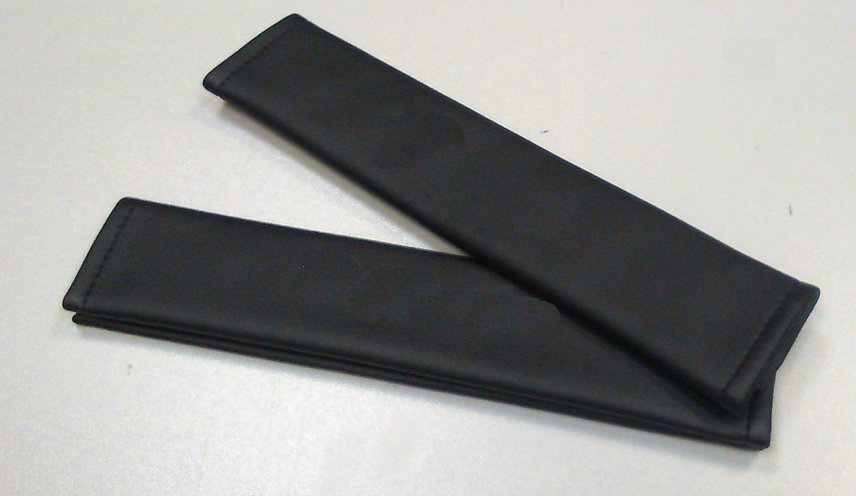 Накладки на ремень безопасности Auto Premium без логотипа, 2 шт67037Накладка на ремень безопасности легко закрепляется на ремне и решает ряд назойливых проблем: Ремень больше не натрет плечо, благодаря тому,что накладка сделана из мягкой экокожи и не мешает движению ремня. Накладка на ремень позволит защитить Вашу одежду от следов ремня безопасности. В жаркую погоду в местах соприкосновения с ремнем кожа не будет потеть, так как накладка выполнена из дышащего материала.