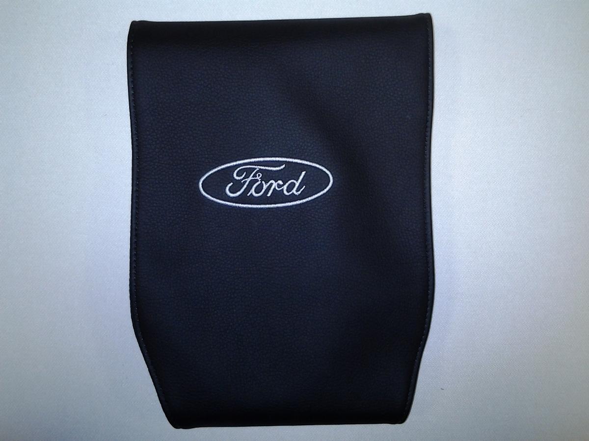 Чехол на подголовник Auto Premium FORD, 2 штSC-FD421005Простая, эффектная и эффективная защита подголовника автомобиля. Накладка легко закрепляется вокруг подголовника и служит надежной защитой от загрязнения. В отличие от ткани экокожа более практичный, износостойкий и долговечный материал, такой чехол легко чистится влажной тряпкой.