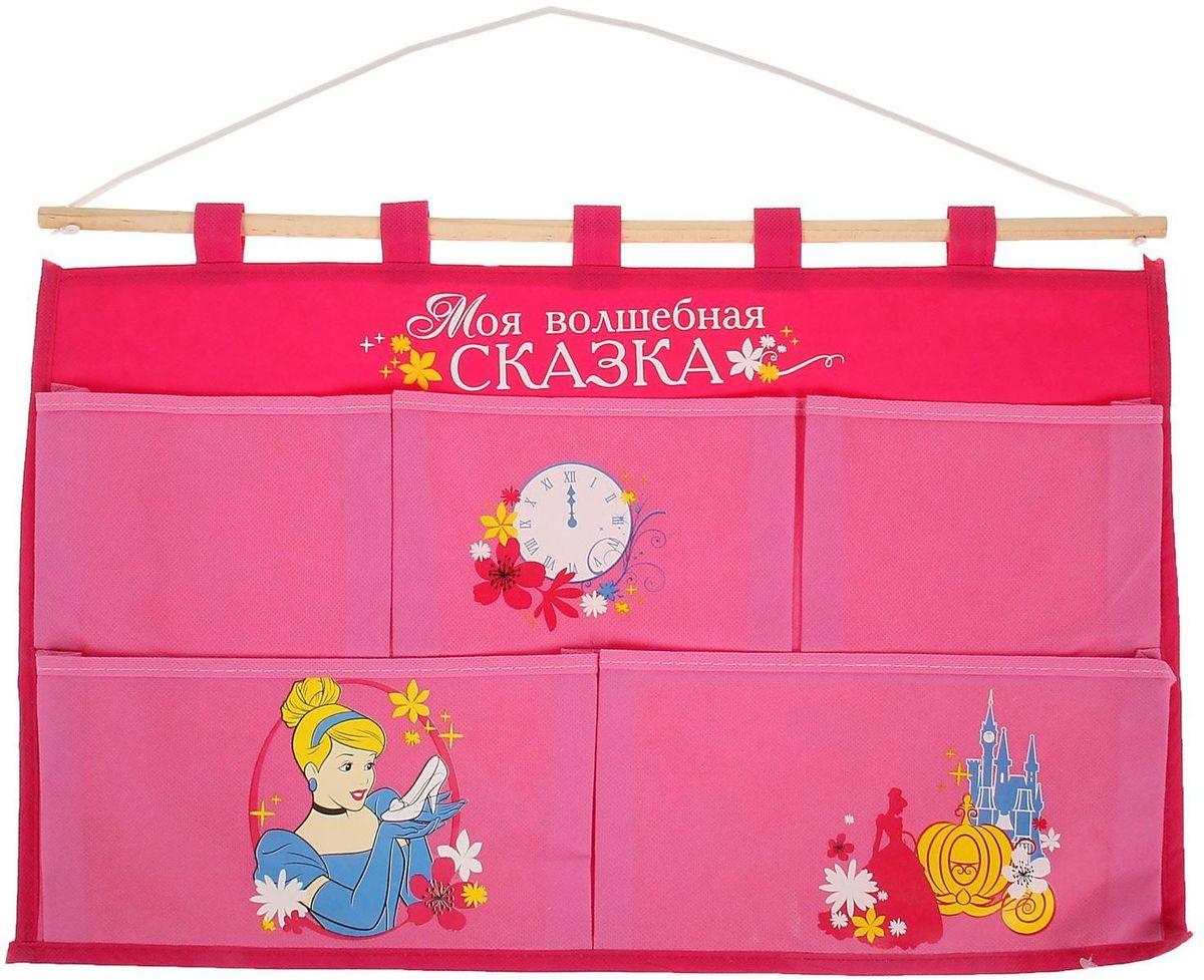 Disney Кармашки настенные Моя волшебная сказка Золушка 5 отделений1162118Порядок с любимыми героями Disney. Украсьте комнату ребёнка стильным и полезным аксессуаром. Настенные кармашки организуют вещи малышки и помогут содержать комнату в чистоте и порядке. Положите туда игрушки или одежду, и детская преобразится! Кармашки даже можно использовать в ванной комнате. Набор из нетканого материала спанбонд крепится на деревянную палочку, а вся конструкция подвешивается за верёвку. Яркие рисунки с любимыми персонажами нанесены по термотрансферной технологии. Изделие упаковано в прозрачный пакет, к которому прилагается небольшой шильд с героем Disney, где можно написать тёплые слова и пожелания для адресата. Соберите коллекцию аксессуаров с любимыми героями!