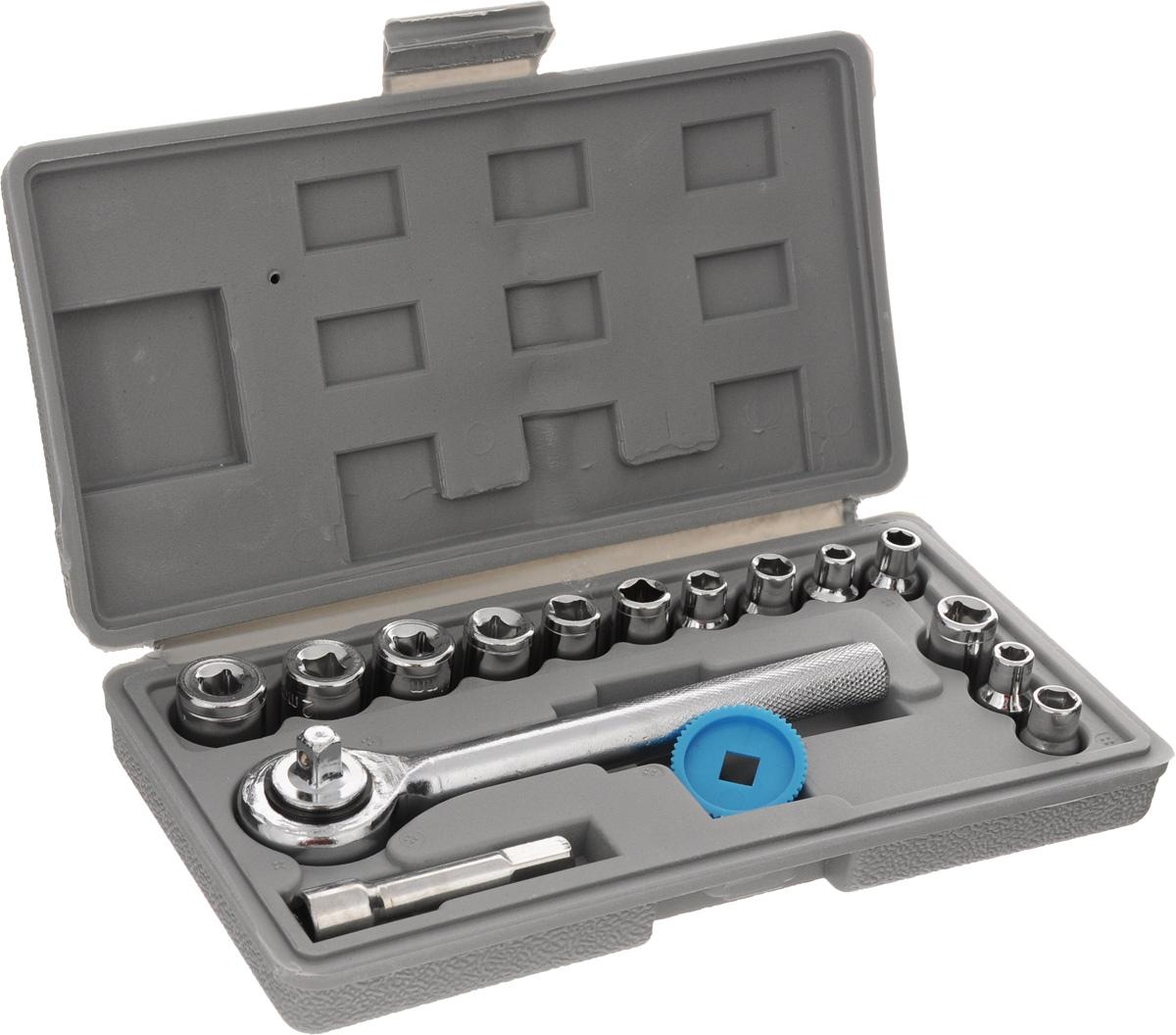 Набор инструмента Курс Автомобильный, в футляре, 17 предметов65015_футляр серыйНабор инструмента Курс Автомобильный, выполненный из инструментальной стали, предназначен для авторемонтных работ. В комплект входит: - Ключ трещеточный реверсивный с присоединительным квадратом, 1/4; - Удлинитель к торцевым головками с присоединительным квадратом, 1/4, длина 5 см; - Головки под присоединительный квадрат, 1/4 (13 шт): 4 мм, 4.5 мм, 5 мм, 5.5 мм, 6 мм, 6.5 мм, 7 мм, 8 мм, 9 мм, 10 мм, 11 мм, 12 мм, 13 мм; - Пластиковый зубчатый вкладыш для предварительного закручивания; - Пластиковый футляр для хранения набора инструмента (закрывается на замок- защелку). Размер футляра: 18 х 9,5 х 3,5 см.