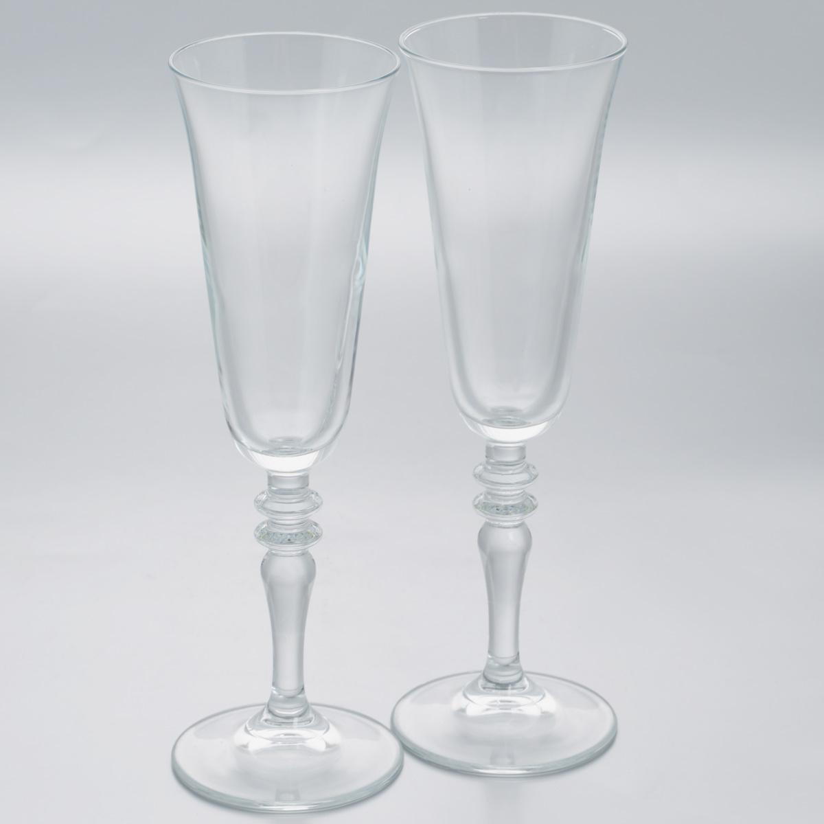 Набор бокалов Pasabahce Vintage, 190 мл, 2 шт440283B//Набор Pasabahce Vintage состоит из двух бокалов, выполненных из прочного натрий-кальций-силикатного стекла. Изделия оснащены изящными ножками, отлично подходят для подачи шампанского или вина. Бокалы сочетают в себе элегантный дизайн и функциональность. Набор бокалов Pasabahce Vintage прекрасно оформит праздничный стол и создаст приятную атмосферу за ужином. Такой набор также станет хорошим подарком к любому случаю. Можно мыть в посудомоечной машине. Диаметр бокала по верхнему краю: 7 см. Высота бокала: 23 см.