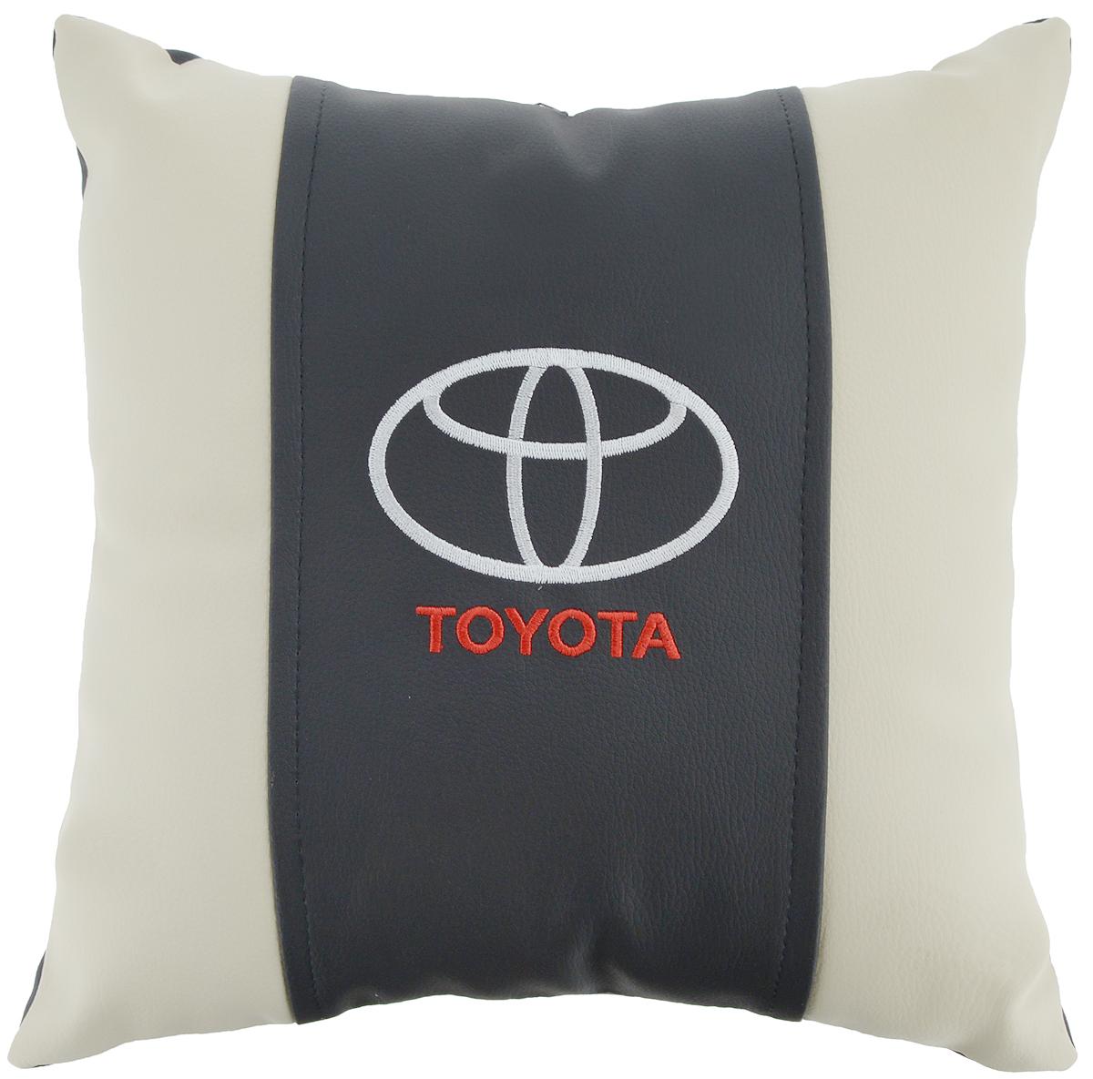 Подушка на сиденье Autoparts Toyota, 30 х 30 смМ052Подушка на сиденье Autoparts Toyota создана для тех, кто весь свой день вынужден проводить за рулем. Чехол выполнен из высококачественной дышащей экокожи. Наполнителем служит холлофайбер. На задней части подушки имеется змейка. Особенности подушки: - Хорошо проветривается. - Предупреждает потение. - Поддерживает комфортную температуру. - Обминается по форме тела. - Улучшает кровообращение. - Исключает затечные явления. - Предупреждает развитие заболеваний, связанных с сидячим образом жизни. Подушка также будет полезна и дома - при работе за компьютером, школьникам - при выполнении домашних работ, да и в любимом кресле перед телевизором.