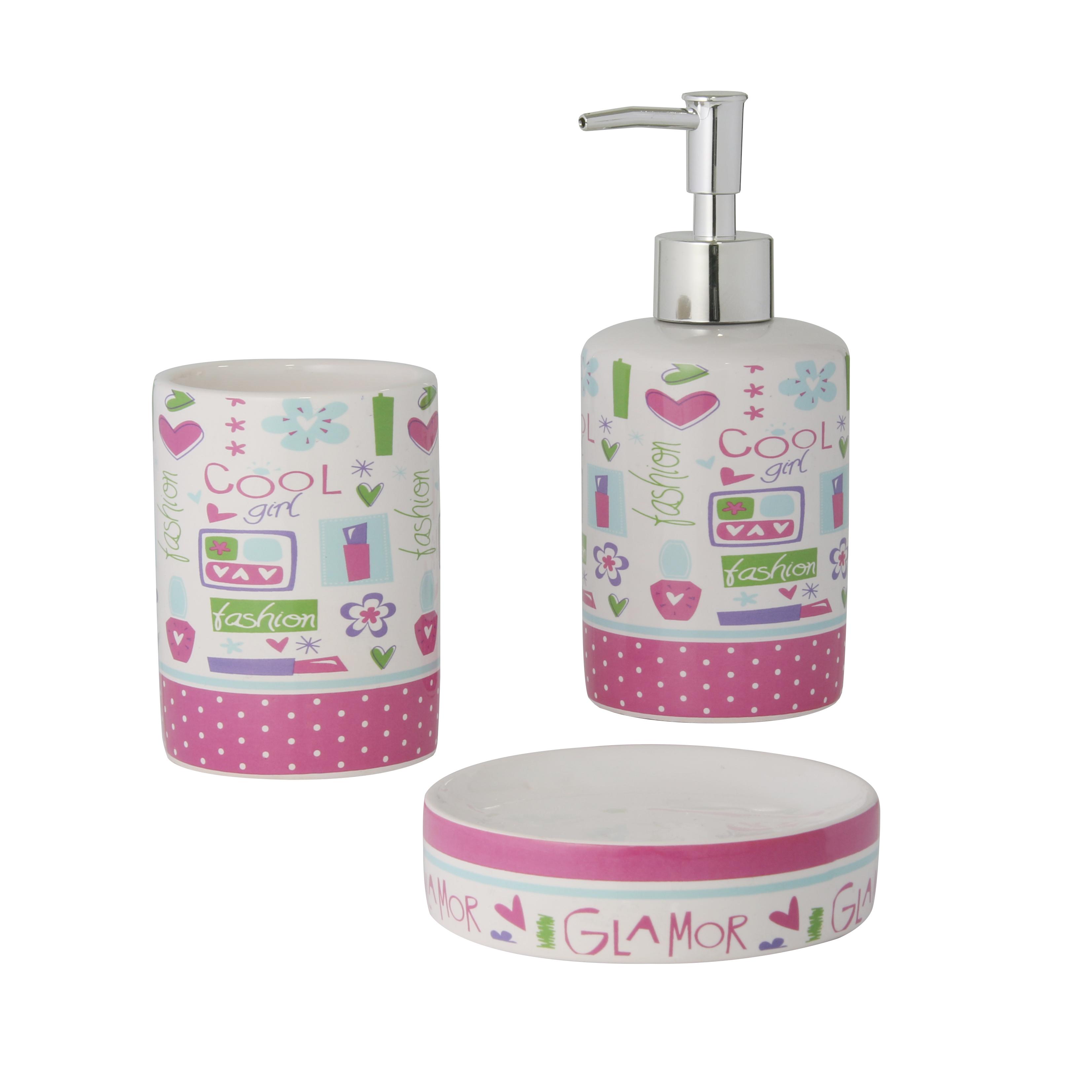Набор для ванной комнаты Axentia Lily, 3 предмета122501Набор для ванной комнаты Axentia Lily, выполнен из натуральной и элегантной керамики, состоит из стакана для зубных щеток, дозатора для жидкого мыла и мыльницы. Изделия декорированы яркими цветными рисунками. Аксессуары, входящие в набор Axentia Lily, выполняют не только практическую, но и декоративную функцию. Они способны внести в помещение изысканность, сделать пребывание в нем приятным и даже незабываемым. Размер стакана для щеток: 7,5 х 7,5 х 10 см. Размер дозатора: 7,5 х 7,5 х 18 см. Размер мыльницы: 10,5 х 10,5 х 2,5 см.