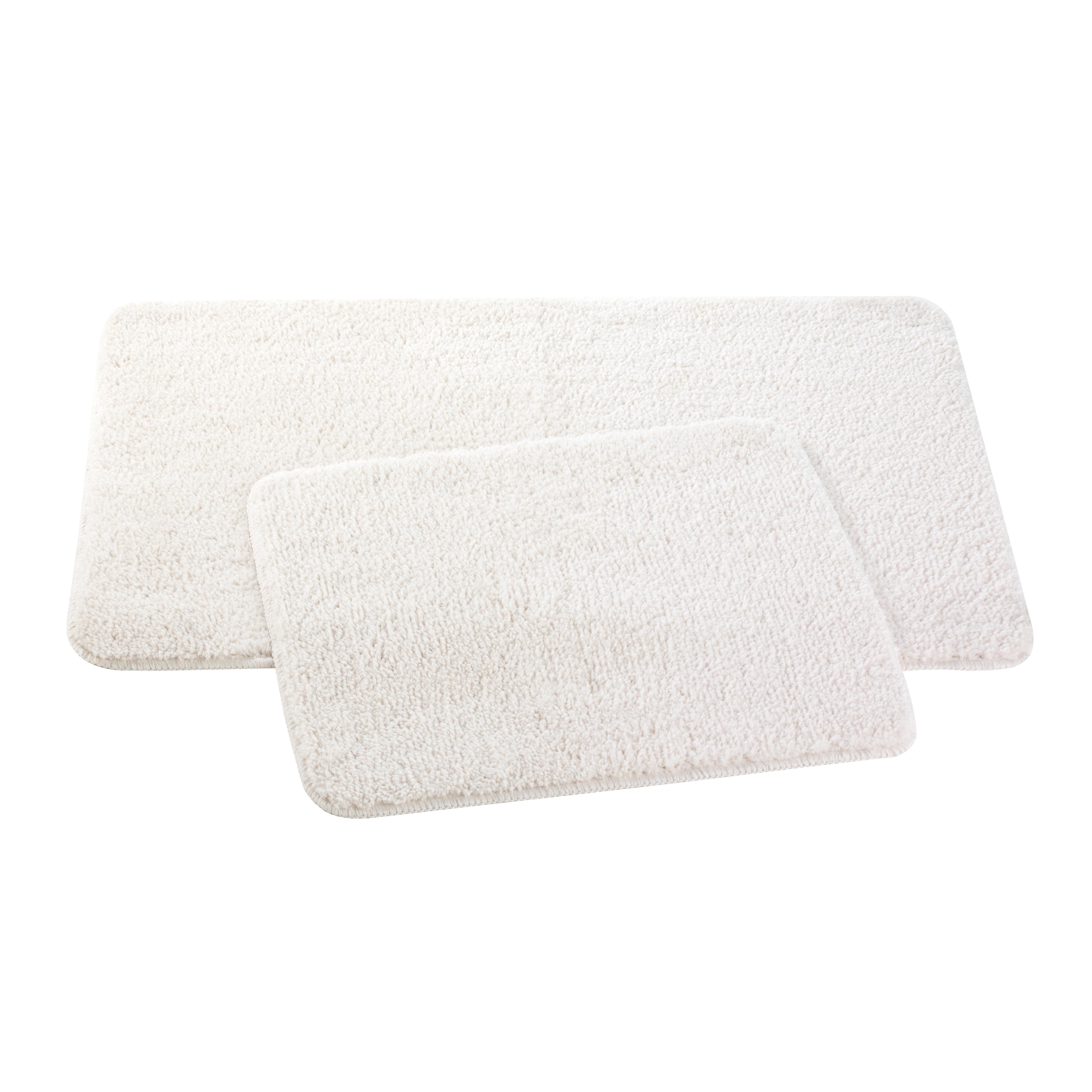 Набор ковриков для ванной и туалета Axentia, цвет: бежевый, 2 шт116097Набор Axentia, выполненный из микрофибры (100% полиэстер), состоит из двух стеганых ковриков для ванной комнаты и туалета. Противоскользящее основание изготовлено из термопластичной резины и подходит для полов с подогревом. Коврики мягкие и приятные на ощупь, отлично впитывают влагу и быстро сохнут. Высокая износостойкость ковриков и стойкость цвета позволит вам наслаждаться покупкой долгие годы. Можно стирать в стиральной машине. Размер ковриков: 50 х 80 см; 50 х 40 см. Высота ворса 1,5 см.