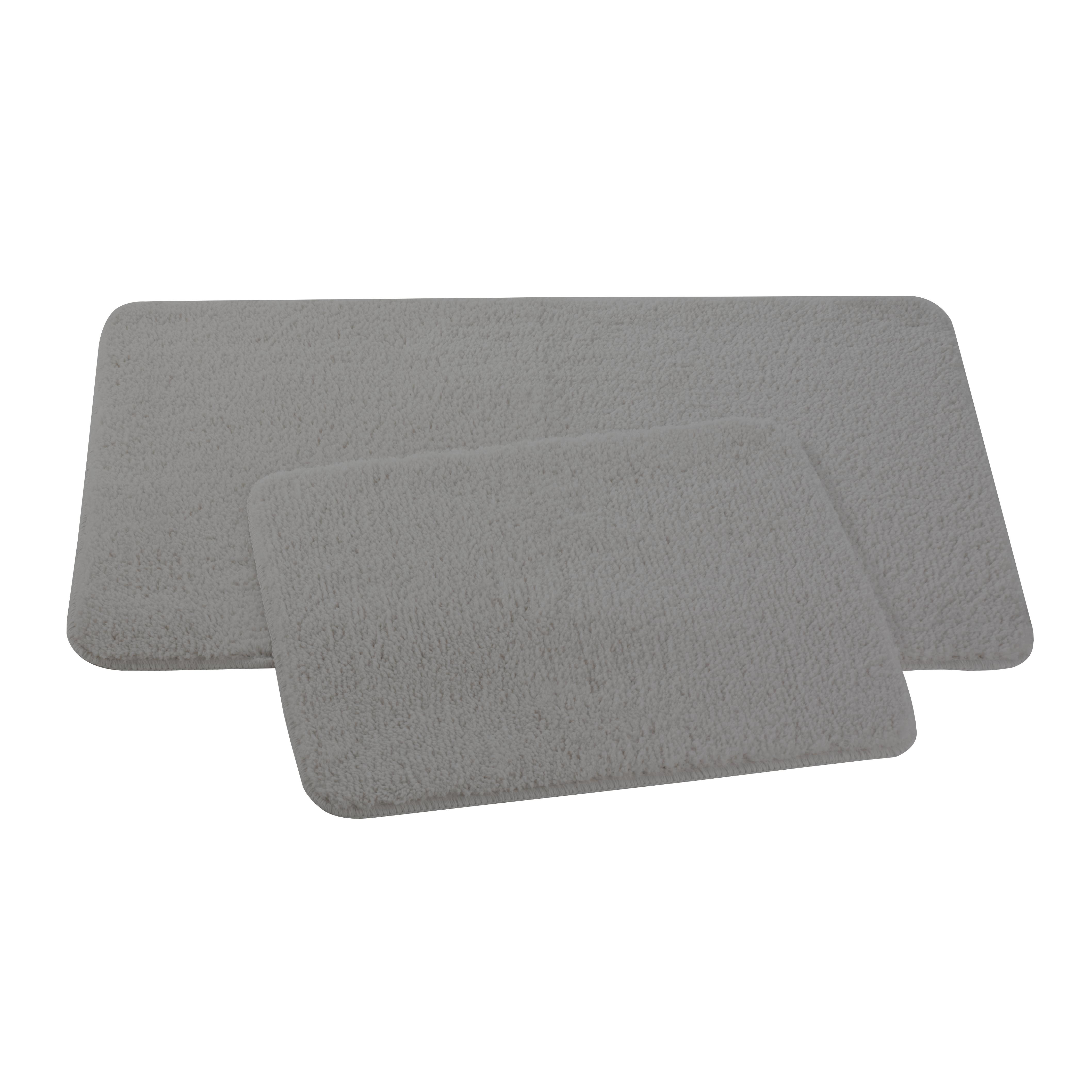 Набор ковриков для ванной и туалета Axentia, цвет: серый, 2 шт116132Набор Axentia, выполненный из микрофибры (100% полиэстер), состоит из двух стеганых ковриков для ванной комнаты и туалета. Противоскользящее основание изготовлено из термопластичной резины и подходит для полов с подогревом. Коврики мягкие и приятные на ощупь, отлично впитывают влагу и быстро сохнут. Высокая износостойкость ковриков и стойкость цвета позволит вам наслаждаться покупкой долгие годы. Можно стирать в стиральной машине. Размер ковриков: 50 х 80 см; 50 х 40 см. Высота ворса 1,5 см.