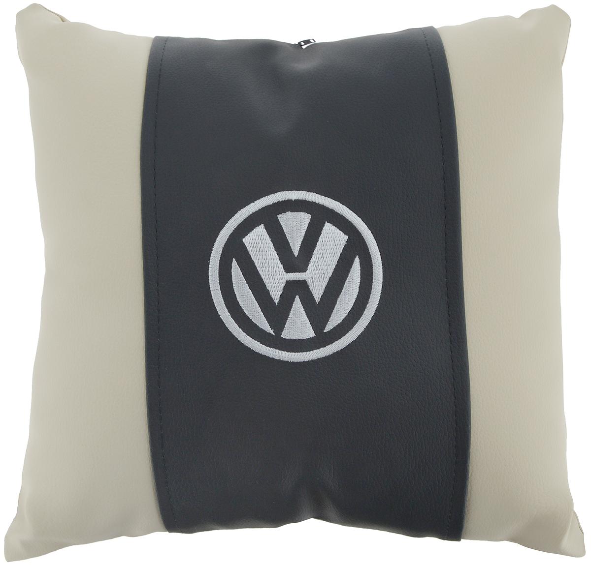 Подушка на сиденье Autoparts Volkswagen, 30 х 30 смМ049Подушка на сиденье Autoparts Volkswagen создана для тех, кто весь свой день вынужден проводить за рулем. Чехол выполнен из высококачественной дышащей экокожи. Наполнителем служит холлофайбер. На задней части подушки имеется змейка. Особенности подушки: - Хорошо проветривается. - Предупреждает потение. - Поддерживает комфортную температуру. - Обминается по форме тела. - Улучшает кровообращение. - Исключает затечные явления. - Предупреждает развитие заболеваний, связанных с сидячим образом жизни. Подушка также будет полезна и дома - при работе за компьютером, школьникам - при выполнении домашних работ, да и в любимом кресле перед телевизором.