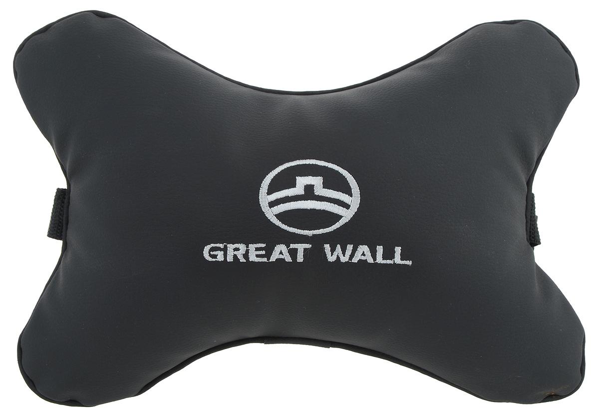 Подушка автомобильная Autoparts Great Wall, на подголовник, цвет: черный, белый, 30 х 20 смVT-1520(SR)Автомобильная подушка Autoparts Great Wall, выполненная из эко-кожи с мягким наполнителем из холлофайбера, снимает усталость с шейных мышц, обеспечивает правильное положение головы и амортизирует нагрузки на шейные позвонки при резком маневрировании. Ее можно зафиксировать на подголовнике с помощью регулируемого по длине ремня. На изделии имеется молния, с помощью которой вы с легкостью сможете поменять наполнитель. Если ваши пассажиры захотят вздремнуть, то подушка под голову окажется очень кстати и поможет расслабиться.