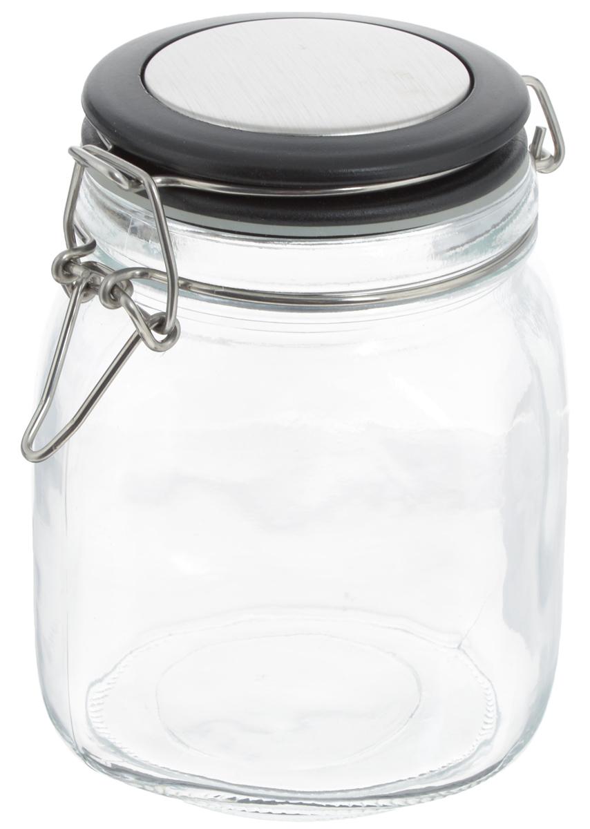 Банка для хранения Zeller, 1 л. 1995119951Банка Zeller выполнена из прозрачного стекла и оснащена пластиковой крышкой. Металлическая клипса и силиконовый уплотнитель герметично закрывают крышку, что позволяет продуктам дольше оставаться свежими и ароматными. Изделие прекрасно подходит для хранения разнообразных сыпучих продуктов. Такая баночка станет достойным дополнением к вашему кухонному инвентарю. Диаметр по верхнему краю: 9,5 см. Высота банки (с учетом крышки): 15 см.