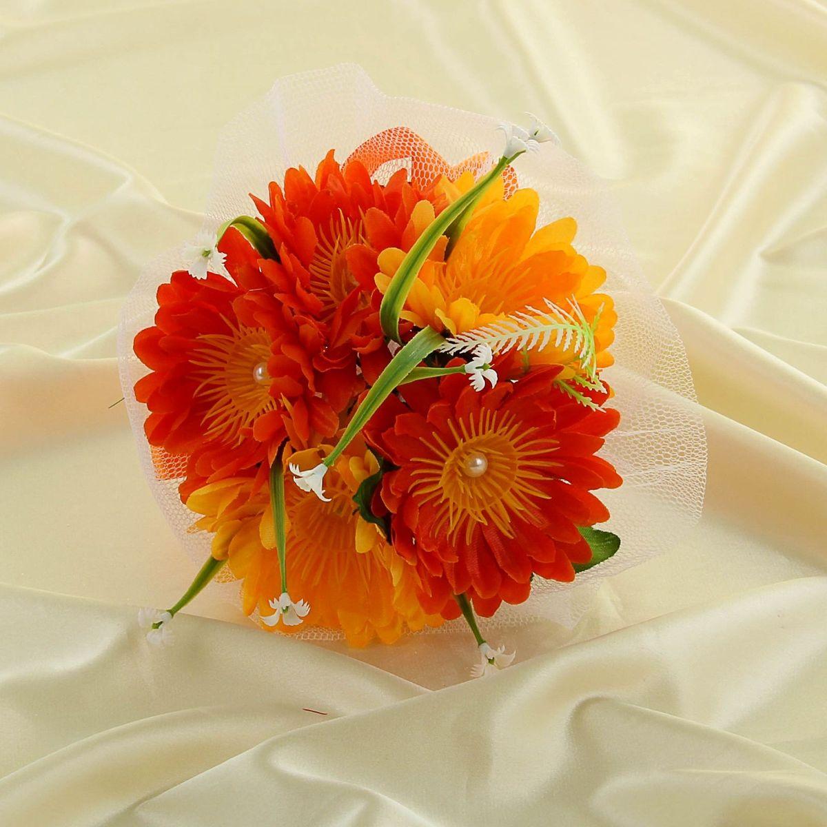 Букет-дублер Sima-land, цвет: оранжевый. 11350921135092Современные невесты используют букеты из искусственных материалов, потому что они легче, дешевле и не рассыпаются в полёте. Ведь для многих незамужних подружек поймать букет на свадьбе — шанс осуществления заветной мечты. Кроме свадебной тематики изделие используют для фотосессий, так как оно не утрачивает праздничный вид даже в непогоду, и как элемент украшения интерьера. Оригинальный букет будет, несомненно, в центре внимания на торжественном событии.