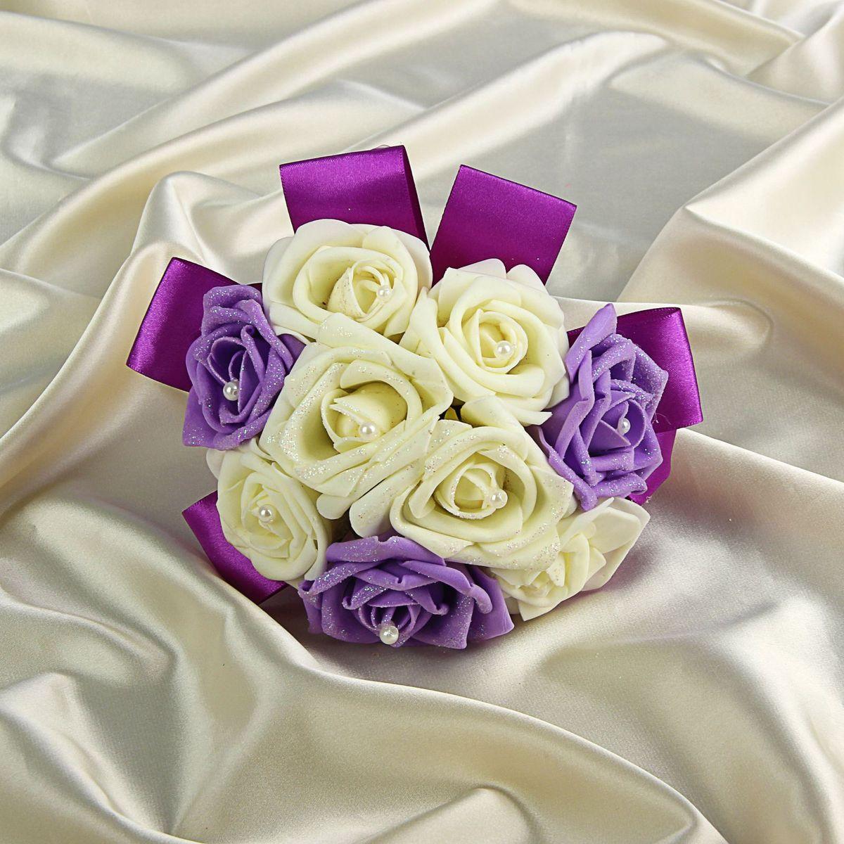 Букет-дублер Sima-land, цвет: белый, фиолетовый. 12628401262840Добавьте в интерьер частичку весны! Дублер букета невесты с розами премиум бело-фиолетовый 9 шт будет радовать неувядающей красотой не один год. Просто поставьте его в вазу или создайте пышную композицию. Искусственные растения не требуют поливки, особого освещения и другого специального ухода. Они украсят любое помещение (например, ванную с повышенной влажностью или затемнённый коридор). Дом становится уютным благодаря мелочам. Преобразите интерьер, а вместе с ним улучшится и настроение!
