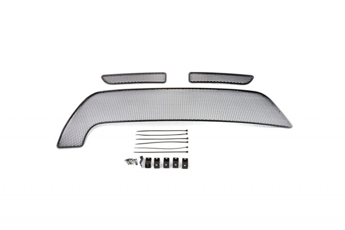 Сетка на бампер внешняя Novline-Autofamily, для RENAULT Duster 2015->, для комплектаций Privilege/Luxe Privilege, 3 шт01-430915-151В отличие от универсальных сеток, данный продукт разрабатывается индивидуально под каждый бампер автомобиля. Внешняя защитная сетка радиатора полностью повторяет геометрию решетки бампера и гармонично вписывается в общий стиль автомобиля. При создании продукта мы учли как потребности автомобилистов, для которых важна исключительно защитная функция, так и автолюбителей, которые ищут способы подчеркнуть или создать новый стиль своего авто. Функциональность, тюнинг, или и то, и другое? Выбор только за вами. Сетка для защиты радиатора изготовлена из антикоррозионного материала, что гарантирует отсутствие ржавчины в процессе эксплуатации. Простая установка делает этот продукт необыкновенно удобным. В отличие от универсальных сеток, для установки которых требуется снятие бампера, то есть наличие специализированных навыков и дополнительного оборудования (подъемник и так далее), для установки этого продукта понадобится 20 минут времени и отвертка.