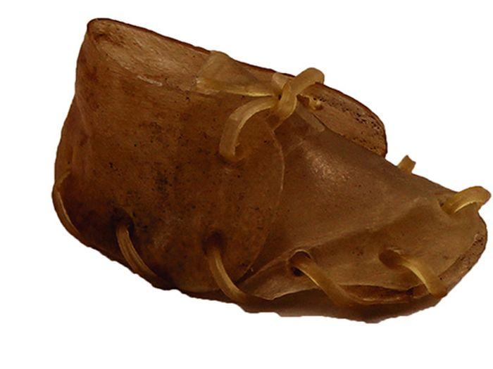 Лакомство для собак из жил Каскад Башмак, 8 см, 2 шт90071102Лакомство для собак Каскад Башмак идеально подходит для ухода за зубами и деснами. При ежедневном применении предупреждает образование зубного налета. Такое изделие будет аппетитным лакомством и занимательной игрушкой для вашего любимца. Размер косточки: 8 см. Вес: 8-12 г. Товар сертифицирован.