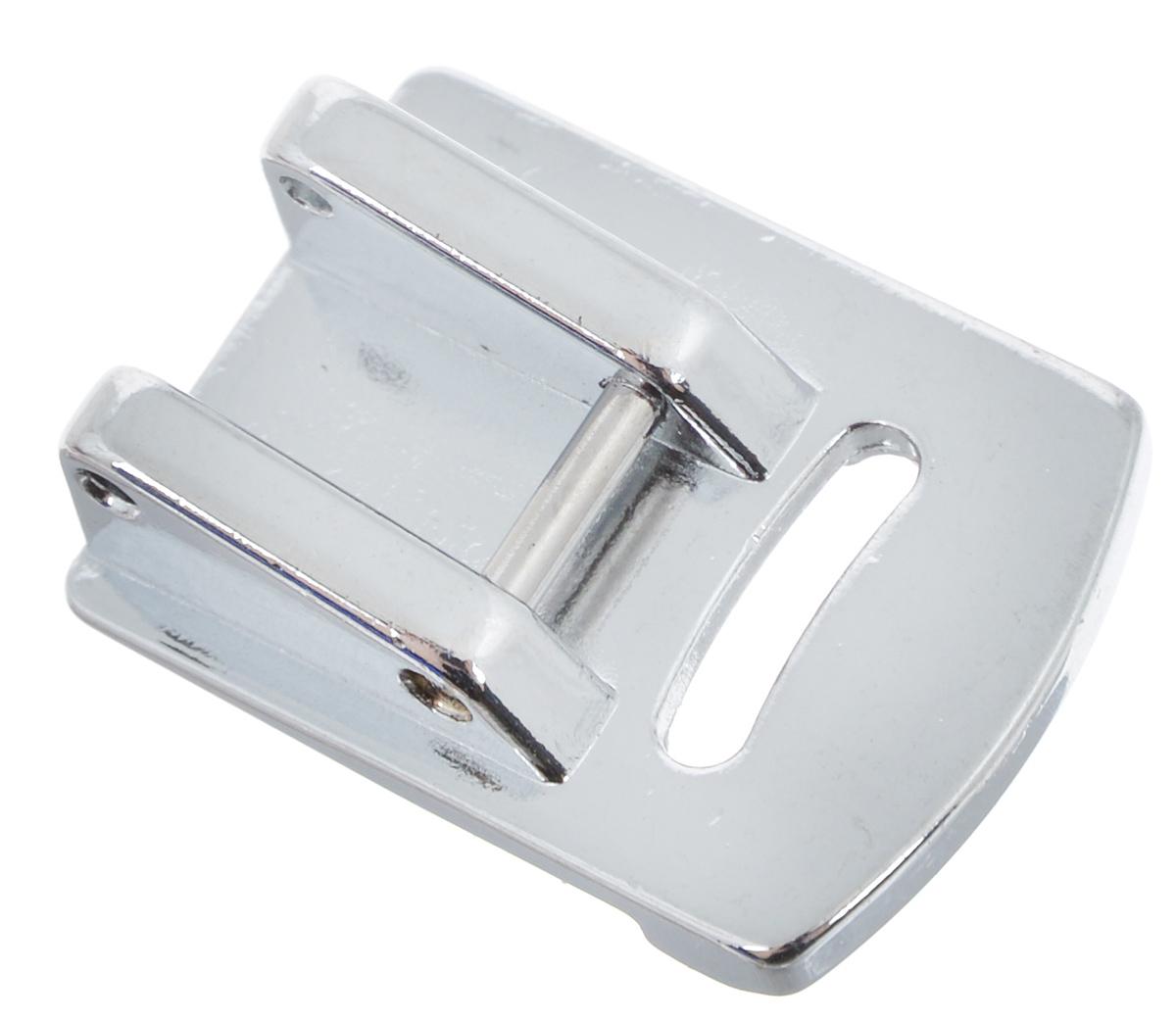Лапка для швейной машины Aurora, для присбаривания (посадки)AU-128Лапка для швейной машины Aurora предназначена для создания мягкой сборки на тонких тканях. Цельнометаллическая лапка с бортиком на подошве позволяет сделать мягкую сборку на очень тонких и эластичных материалах. Вам не придется закладывать сборку вручную или делать это в несколько этапов: прошить прямую строчку, а потом, аккуратно подтягивая за кончики нитей, формировать сборку. Вы добьетесь красивой и качественной сборки за одну операцию без усилий. Подходит для большинства современных бытовых швейных машин. Инструкция по использованию прилагается.