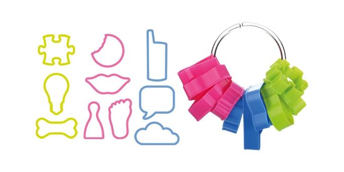 Набор форм для печенья Tescoma Delicia Kids, 11 предметов. 630923630923Набор Tescoma Delicia Kids включает 10 форм для вырезания печенья и кольцо для их хранения. Изделия выполнены из высококачественного пластика. Оригинальный набор позволит приготовить выпечку по вашему любимому рецепту, но в оригинальном праздничном оформлении, которое придется по душе всей семье. Можно мыть в посудомоечной машине. Средняя длина форм: 7,5 см.