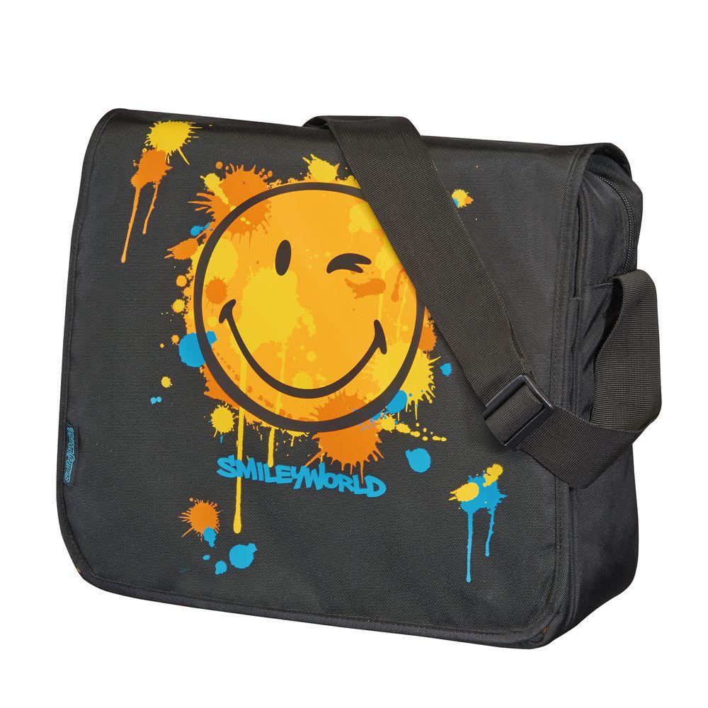 Herlitz Школьная сумка Be Bag Smiley WorldVS16-SB-001Прочная и вместительная школьная сумка Herlitz Be Bag. Smiley World смотрится элегантно в любой ситуации.Сумка имеет одно отделение, которое закрывается клапаном на застежку-молнию. Внутри отделения находятся два открытых сетчатых кармана и карман на молнии. Под клапаном с лицевой стороны расположен накладной карман на застежке-молнии, внутри которого находятся: карман-сетка, открытый карман, карман на застежке-молнии, пластиковый карабин для ключей и отделение для мобильного телефона. Клапан крепится на кнопках, его можно отстегнуть и использовать сумку без него. На одну сторону клапана нанесен рисунок, другая имеет однотонный цвет. Широкая лямка регулируется по длине.Такую сумку можно использовать для повседневных прогулок, учебы, отдыха и спорта, а также как элемент вашего имиджа. Лаконичный и сдержанный дизайн подчеркнет индивидуальность и порадует своей функциональностью.Рекомендуемый возраст: от 6 лет.