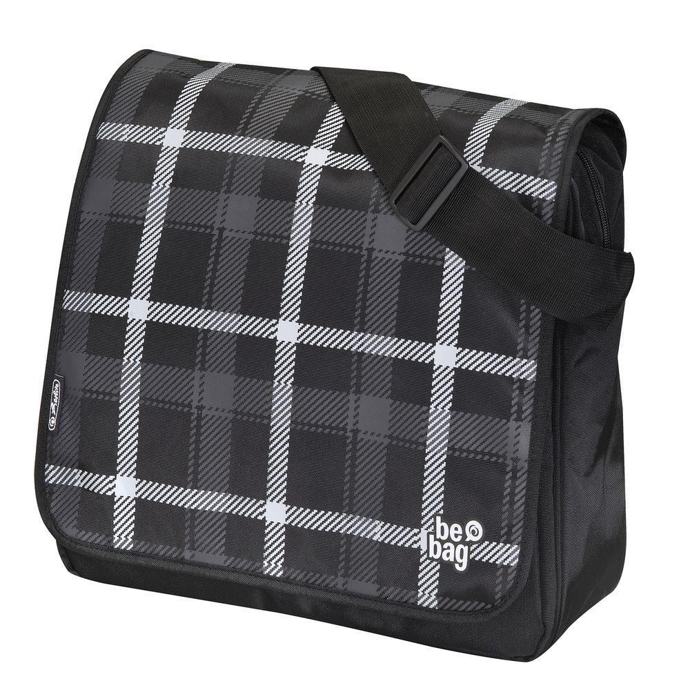 Herlitz Сумка школьная Be Bag цвет серый черный72523WDОтличная сумка Be Bag для юношей-старшеклассников, выполненная в строгих темных оттенках и украшенная лаконичным принтом в клетку. Сумка-трансформер может видоизменяться в любой момент: верхний перекидной клапан можно отстегнуть либо перевернуть, благодаря имеющимся застежкам-кнопкам. В просторное внутреннее отделения без труда войдут тетради и учебники, паки формата А4 и все необходимые мальчишкам мелочи. Внутри имеется удобный органайзер, также сумка оснащена внешним дополнительным карманом на молнии. Чтобы ребенку было удобно носить изделие на плече, длину ремня можно подогнать под рост. Сумка сшита из прочного качественного полиэстера в соответствии с немецкими стандартами качества и безопасности. Каждый старшеклассник оценит удобство изделия и его необычный, стильный внешний вид, который привлечет внимание одноклассников.