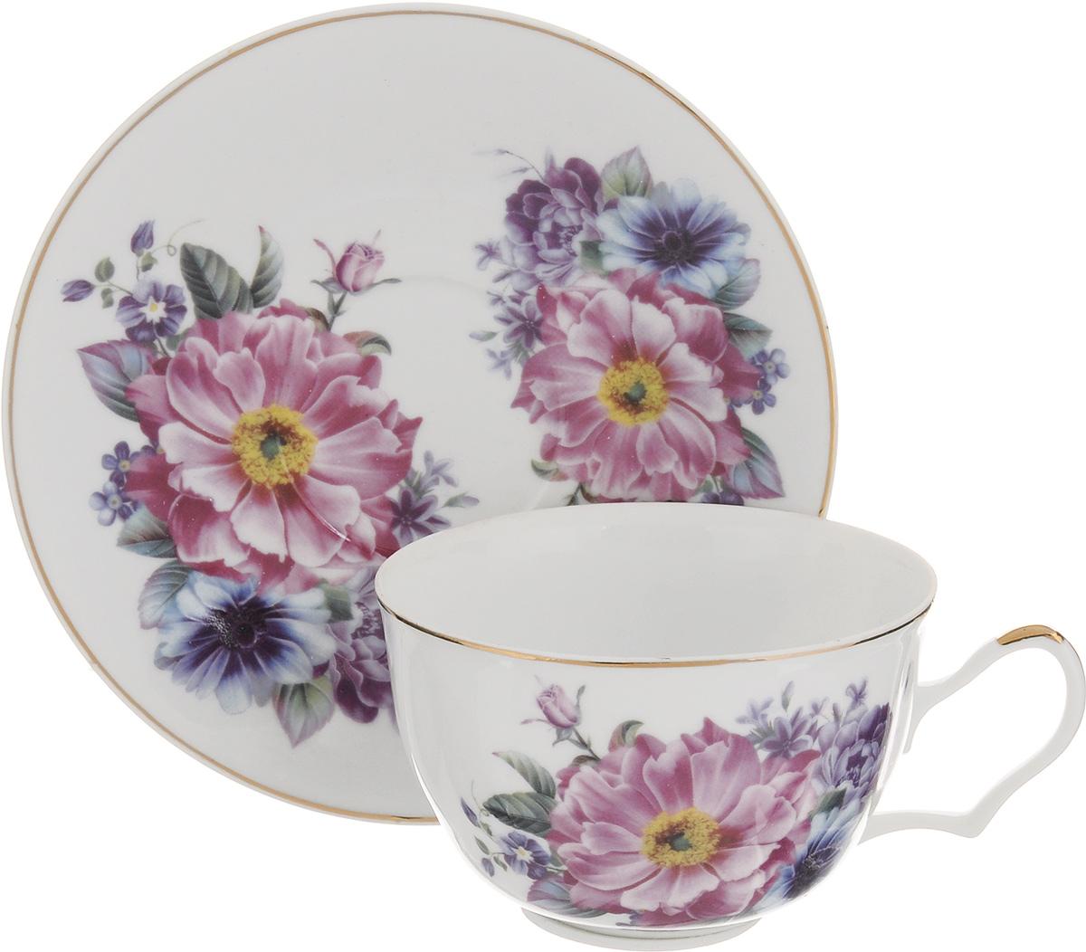 Чайная пара Loraine, 2 предмета. 2458524585Чайная пара Loraine выполнена из высококачественной керамики. Чашка и блюдце украшены ярким изображением цветов. Изящный дизайн и красочность оформления придутся по вкусу и ценителям классики, и тем, кто предпочитает утонченность и изысканность. Чайная пара - идеальный и необходимый подарок для вашего дома и для ваших друзей в праздники, юбилеи и торжества. Она также станет отличным корпоративным подарком и украшением любой кухни. Объем чашки: 250 мл. Диаметр чашки по верхнему краю: 9,5 см. Высота чашки: 6 см. Диаметр блюдца: 15,5 см. Высота блюдца: 1,8 см.