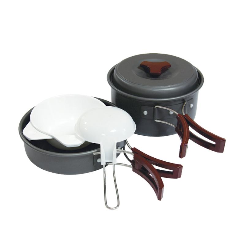 Набор посуды Tramp на 1-2 персоны. TRC-025301-500Набор посуды из анодированного алюминия на 1-2 персоны Tramp Приобретая набор, Вы всегда найдете то, что может Вам понадобится во время отдыха на природе или в путешествии. Все предметы наборов очень легкие и компактно складываются друг в друга. Губка для мытья в комплекте позволит Вам без труда содержать всю посуду в чистоте. Наборы удобно упаковываются в мешочек из синтетической ткани. Комплект:котелок 1 л с крышкой и складными ручкамисковорода со складными ручкамиложка суповая, поварешкатарелки глубокие пластмассовые 2 штгубка для мытья посудыАлюминий анодированный, пластмасса, полиэстер