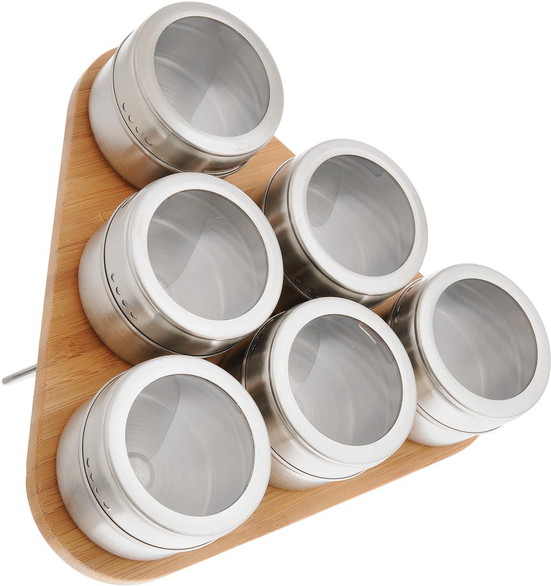 Набор для специй Mayer & Boch, 7 предметов. 2352023520Набор для специй Mayer & Boch состоит из шести баночек для специй и подставки. Баночки выполнены из нержавеющей стали с разноцветным покрытием и оснащены крышками с прозрачными пластиковыми вставками, которые позволяют видеть содержимое. Баночки можно наполнять любыми используемыми вами специями. Герметичное закрытие крышек обеспечивает лучшее хранение, поэтому специи всегда будут ароматными и свежими. Специальная бамбуковая подставка делает хранение баночек еще более удобным. Баночки крепятся к подставке с помощью магнитов. Стильный набор прекрасно дополнит интерьер кухни. Наслаждайтесь приготовлением пищи с вашим набором для специй Mayer & Boch. Объем баночки: 70 мл. Диаметр баночки: 6 см. Высота баночки: 4,5 см. Размер подставки: 21,5 х 20 х 1,5 см.