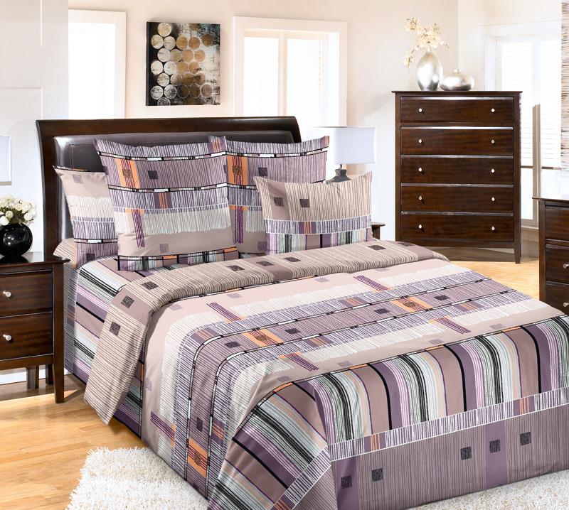 Комплект белья Primavera Параллель, 2-спальный, наволочки 70x70, цвет: фиолетовый84819Наволочки с декоративным кантом особенно подойдут, если вы предпочитаете класть подушки поверх покрывала. Кайма шириной 5-10см с трех или четырех сторон делает подушки визуально более объемными, смотрятся они очень аккуратно, даже парадно. Еще такие наволочки называют оксфордскими или наволочками «с ушками». Сатин – прочная и плотная ткань с диагональным переплетением нитей. Хлопковый сатин по мягкости и гладкости уступает атласу, зато не будет соскальзывать с кровати. Сатиновое постельное белье легко переносит стирку в горячей воде, не выцветает. Прослужит комплект из обычного сатина меньше, чем из сатина повышенной плотности, но дольше белья из любой другой хлопковой ткани. Сатин приятен на ощупь, под ним комфортно спать летом и зимой. Производство «Примавера» находится в Китае, что позволяет сократить расходы на доставку хлопка. Поэтому цены на это постельное белье более чем скромные и это не сказывается на качестве. Сатин очень гладкий, мягкий, но при этом, невероятно прочный....