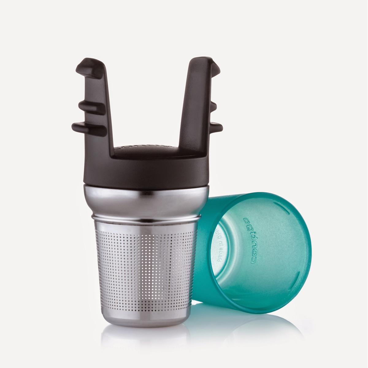 Ситечко для заваривания чая Contigo, для кружек серии West Loopcontigo0092Ситечко для заваривания чая Contigo изготовлено из металла и пластика и предназначено специально для кружек Contigo серии West Loop. Ситечко прекрасно подходит для заваривания любого вида чая. Изделие очень легко использовать: просто засыпьте в ситечко заварку и опустите его в кружку. Для удобства хранения ситечко имеет пластиковую крышку, которая надежно закрывает фильтрующую часть. Стильное и функциональное ситечко станет незаменимым атрибутом чаепития. Размеры ситечка (металлической части): 6,5 х 5 х 5 см. Высота фильтрующей части: 4,5 см. Общие размеры конструкции: 10,5 х 5 х 5,7 см.