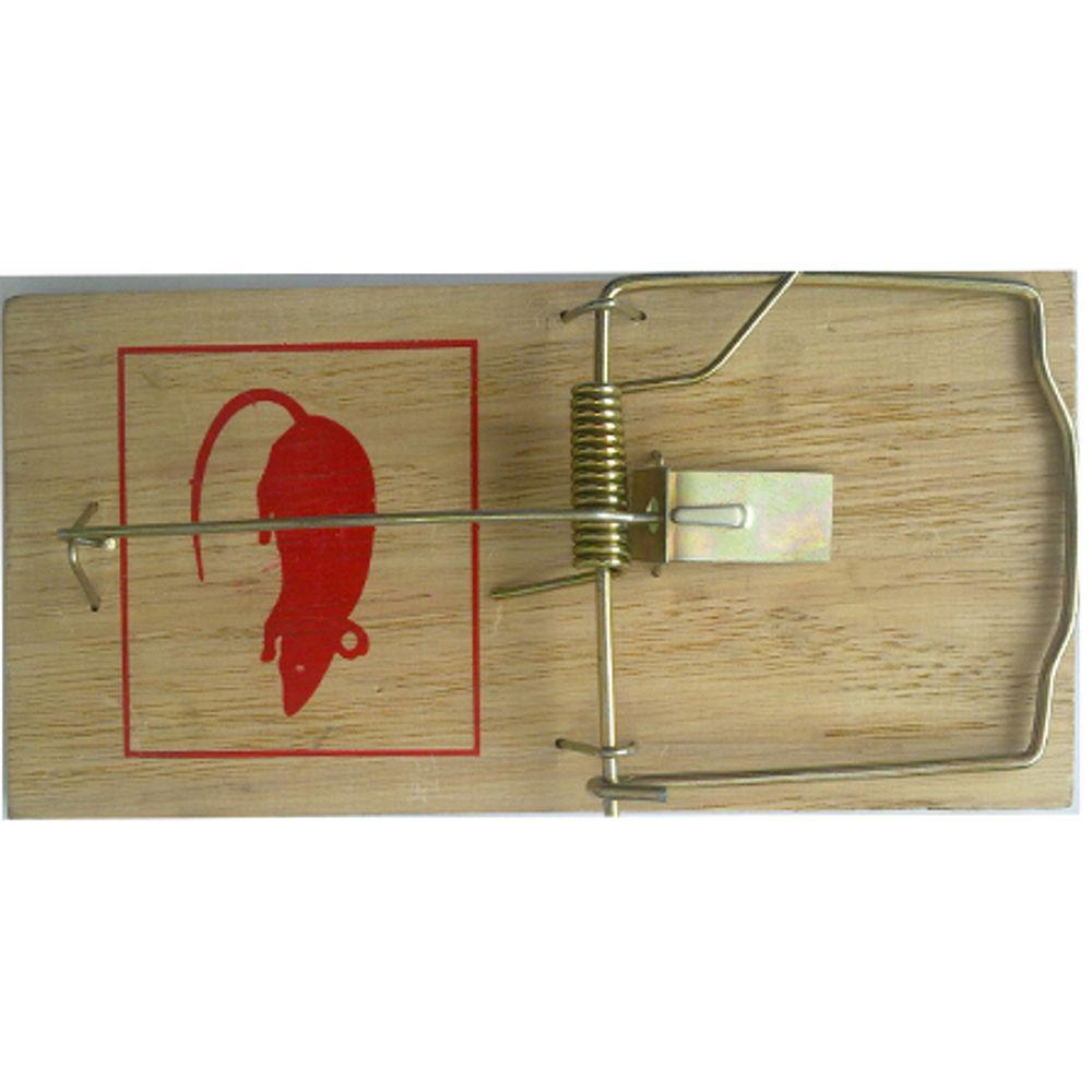 Крысоловка Mr.Mouse. СЗ.040014СЗ.040014Деревянная механическая ловушка от крыс Mr.Mouse используется для отлова крыс в жилых и нежилых помещениях, на прилегающих к ним территориях, в подвалах и погребах. Деревянная ловушка Mr.Mouse высокоэффективна, гигиенична, легко приводится в состояние готовности и может быть использована в любых местах Способы применения Положите в ловушки приманку и установите крысоловку на ровной поверхности приманкой к стене Павшего грызуна легко удалить из ловушки: не прикасаясь к крысе, ослабьте двумя пальцами зажим. После удаления погибшего грызуна промойте ловушку под струей воды и просушите. Вложите в крысоловку свежую приманку, и ловушка вновь готова к применению. Рекомендуемые приманки: сыр, хлеб, шоколад, изюм. Меняйте расположение расставленных ловушек, так как крысы запоминают место опасности.